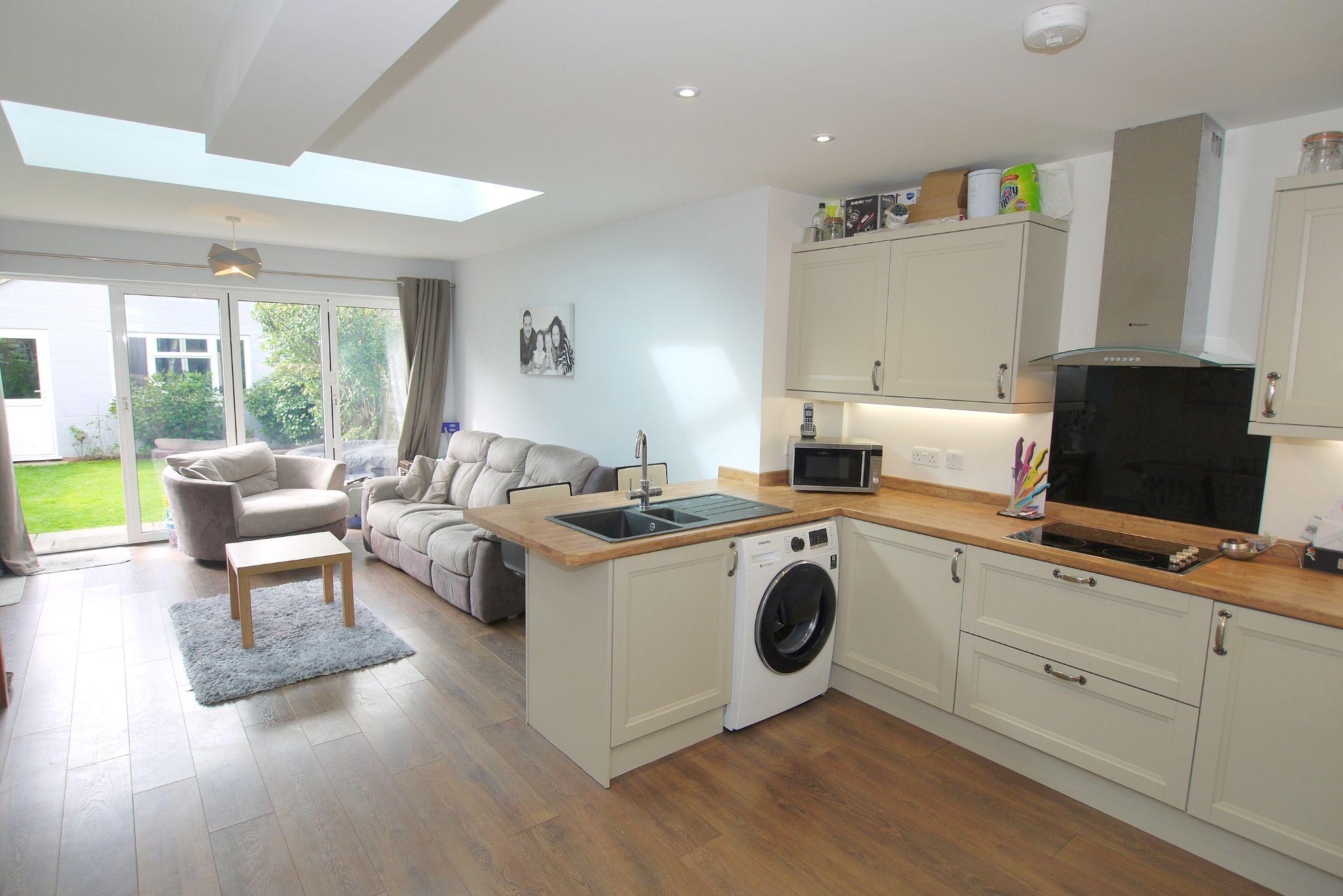 3 bedroom mid terraced house For Sale in Sevenoaks - Photograph 2