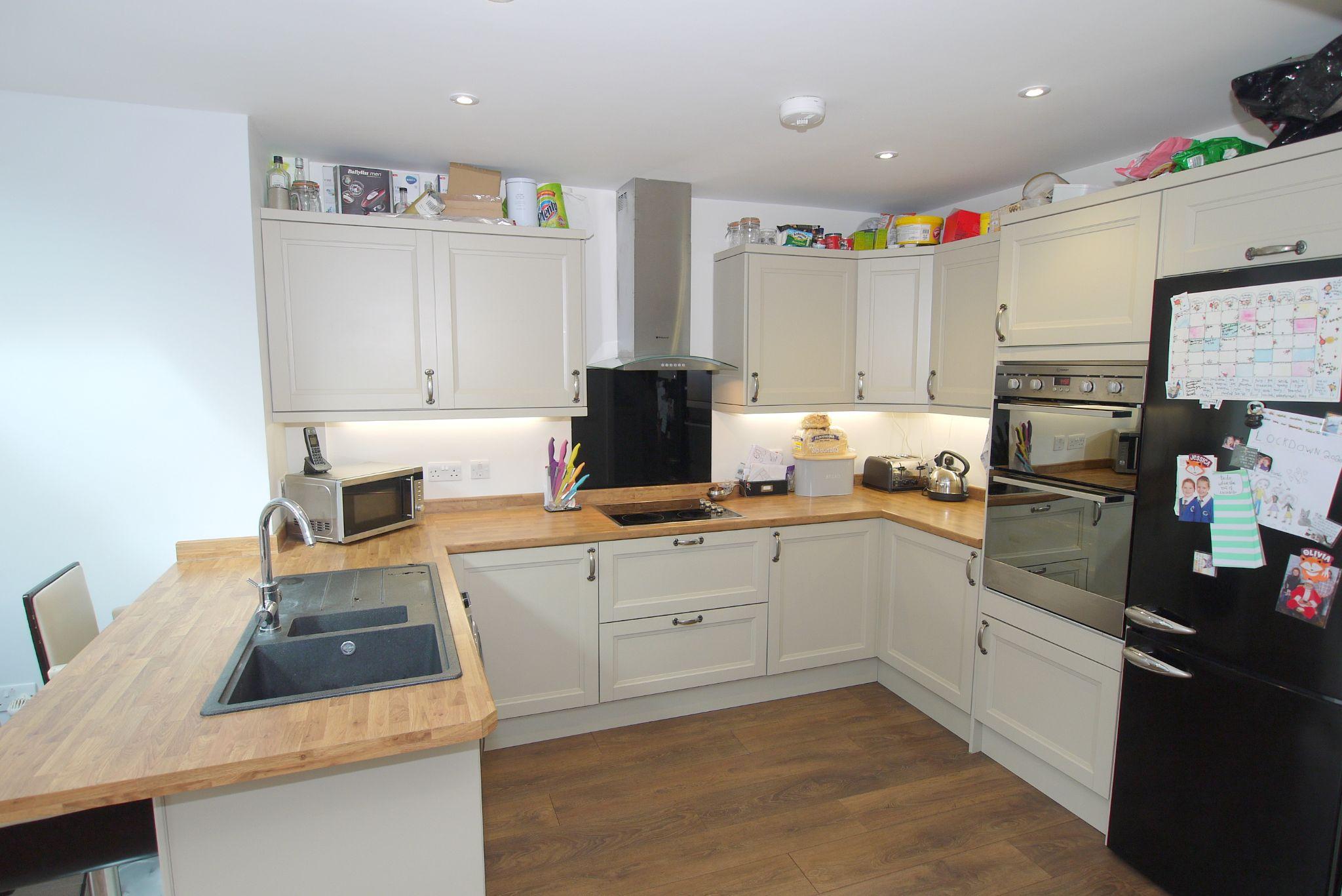 3 bedroom mid terraced house For Sale in Sevenoaks - Photograph 3