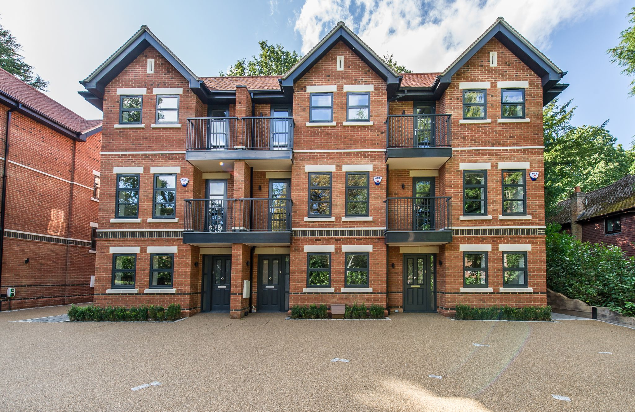 3 bedroom town house Sold in Sevenoaks - Photograph 1