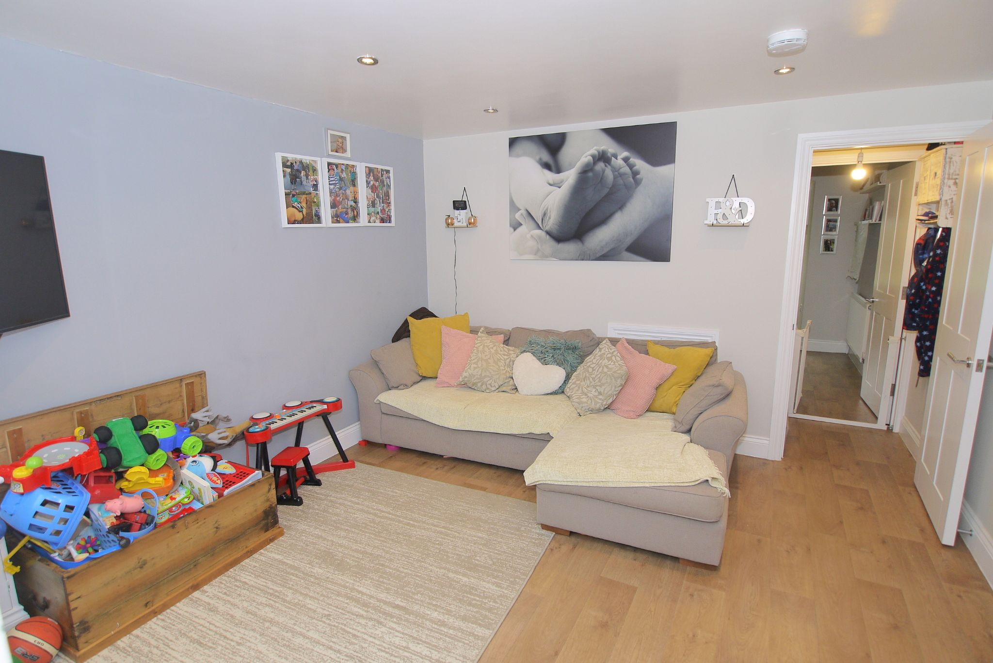 3 bedroom mid terraced house For Sale in Sevenoaks - Photograph 4