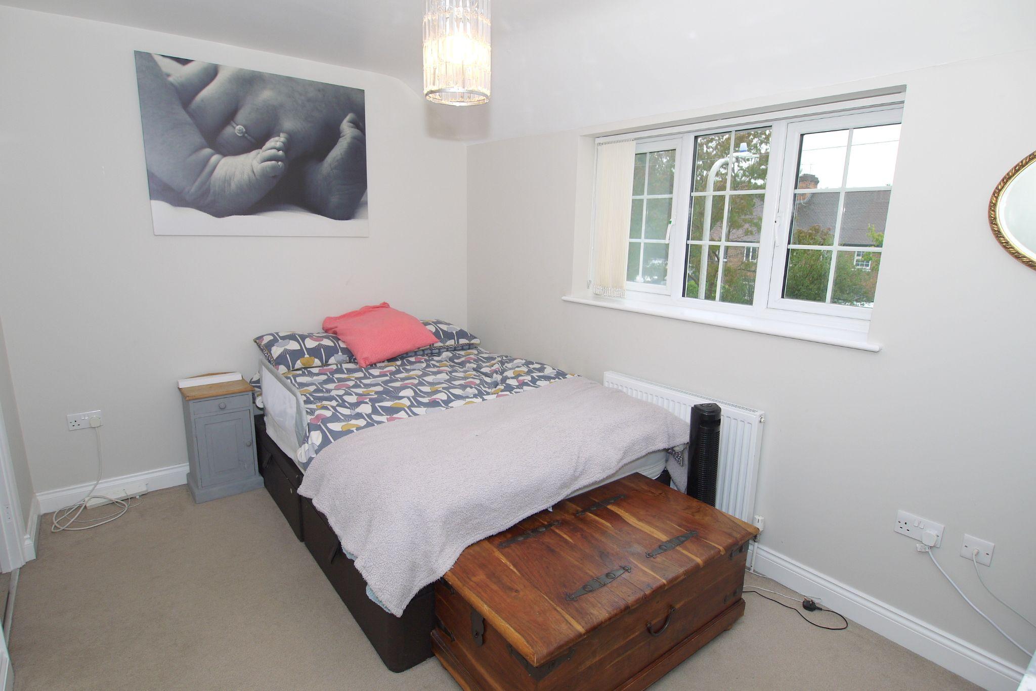 3 bedroom mid terraced house For Sale in Sevenoaks - Photograph 6