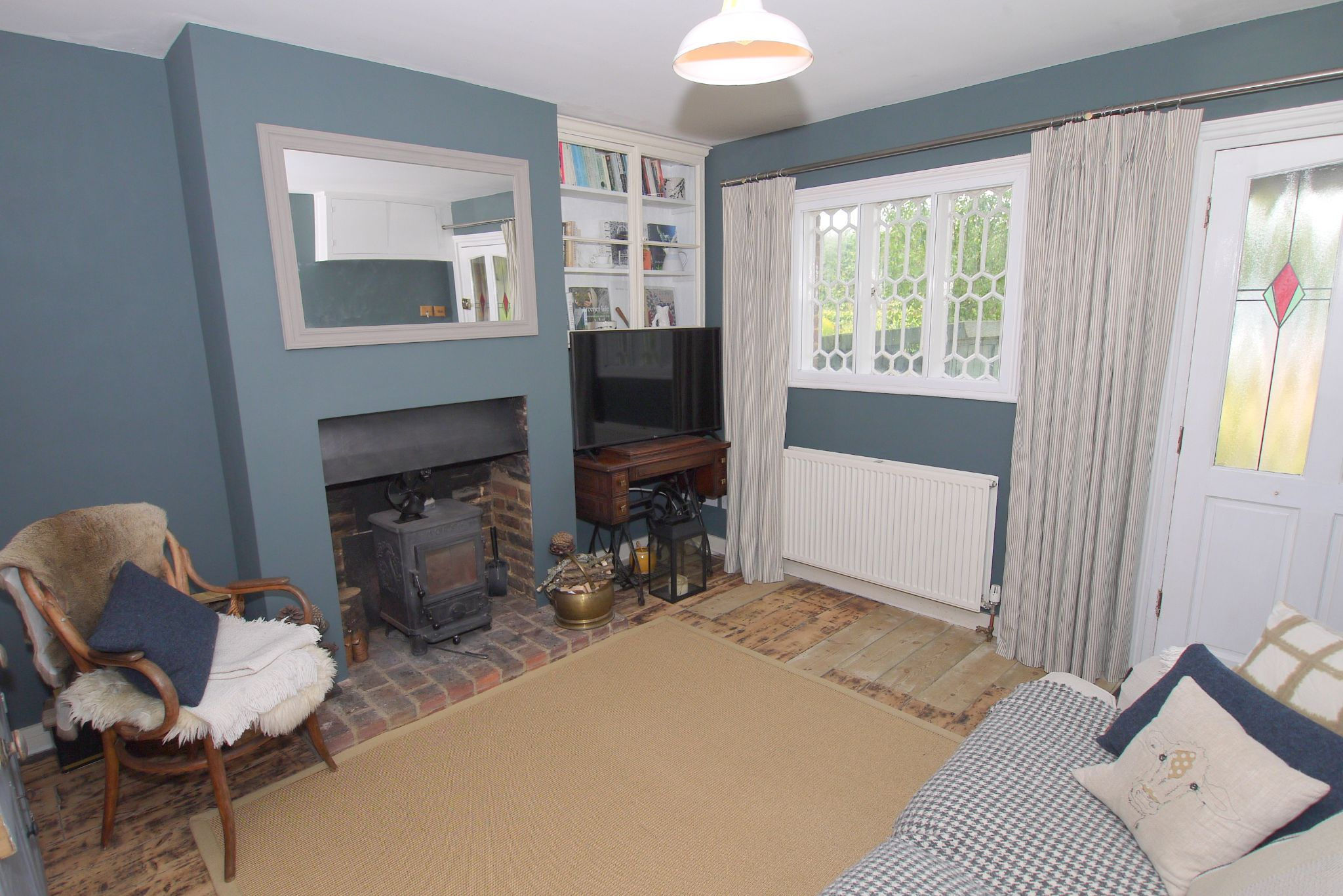 2 bedroom mid terraced house For Sale in Sevenoaks - Photograph 3