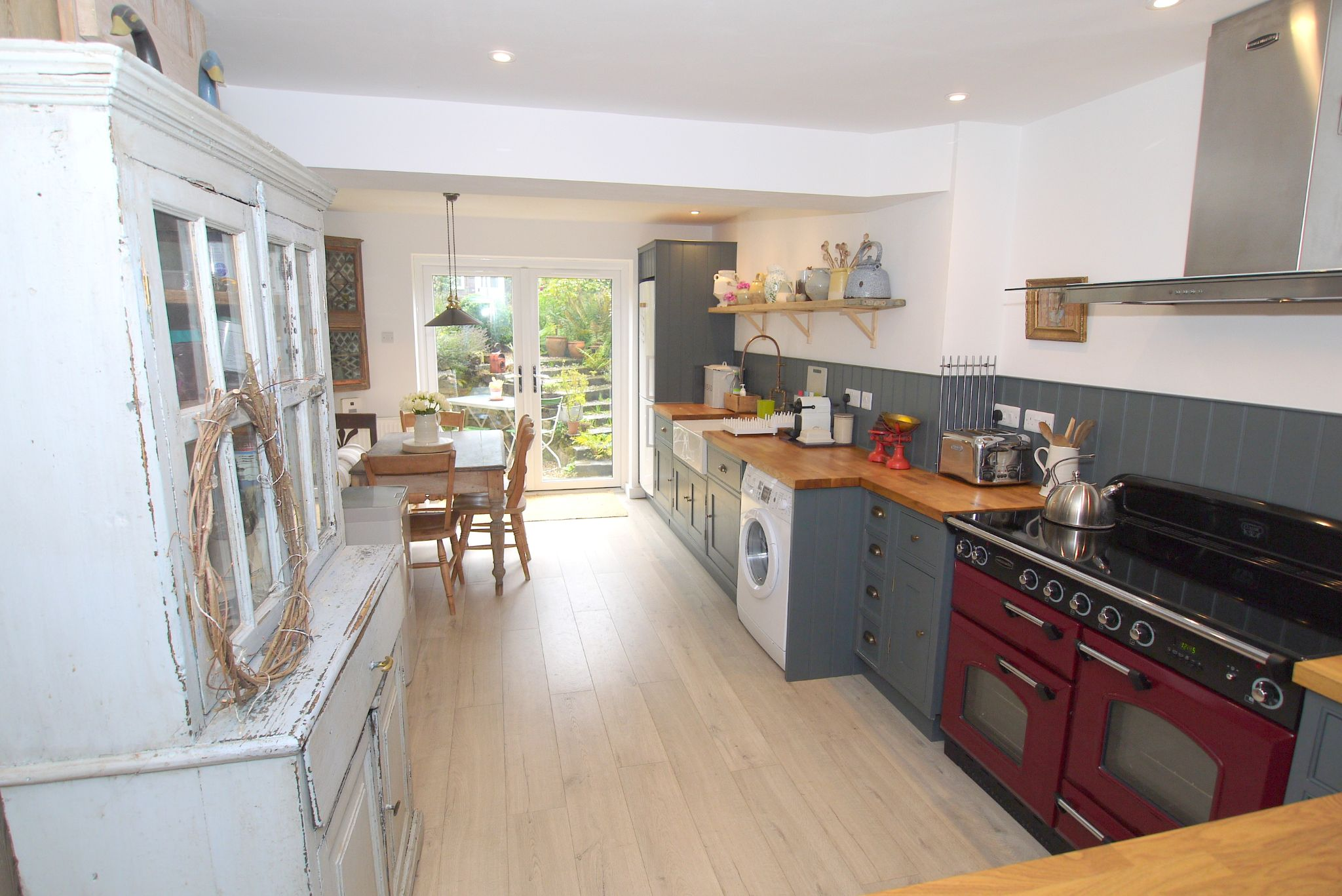 2 bedroom mid terraced house For Sale in Sevenoaks - Photograph 2