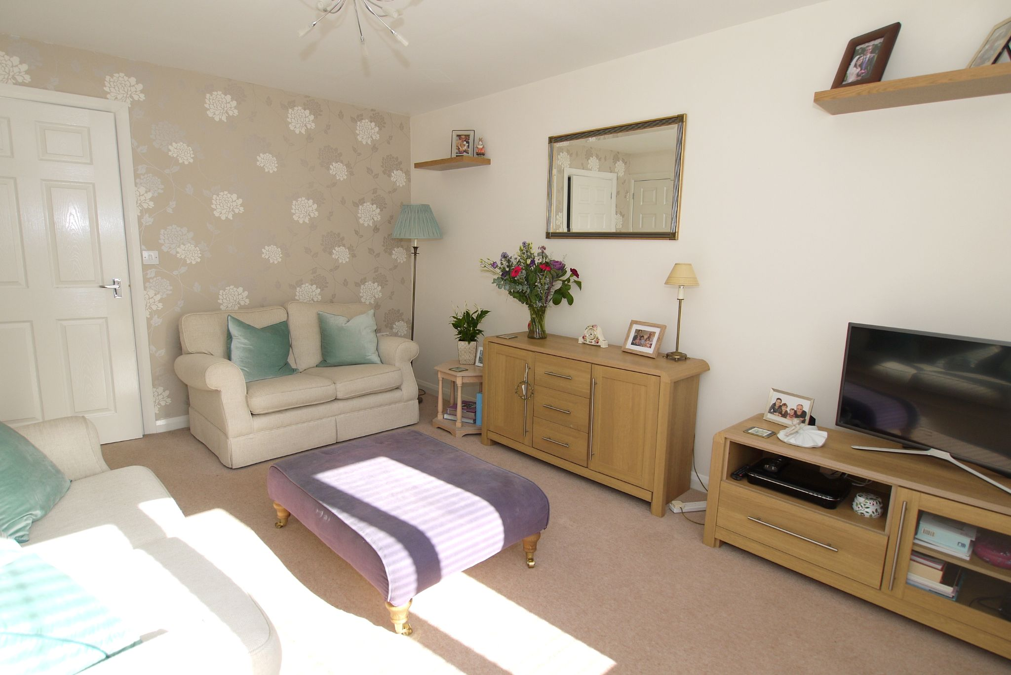 2 bedroom end terraced house For Sale in Sevenoaks - Photograph 3
