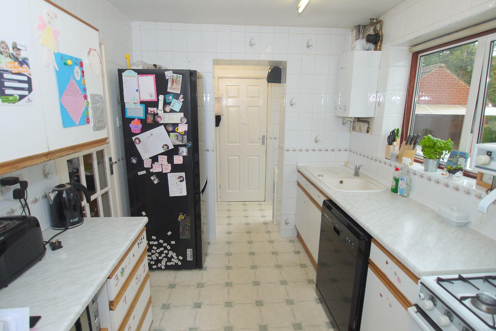 3 bedroom semi-detached house Sold in Sevenoaks - Photograph 3