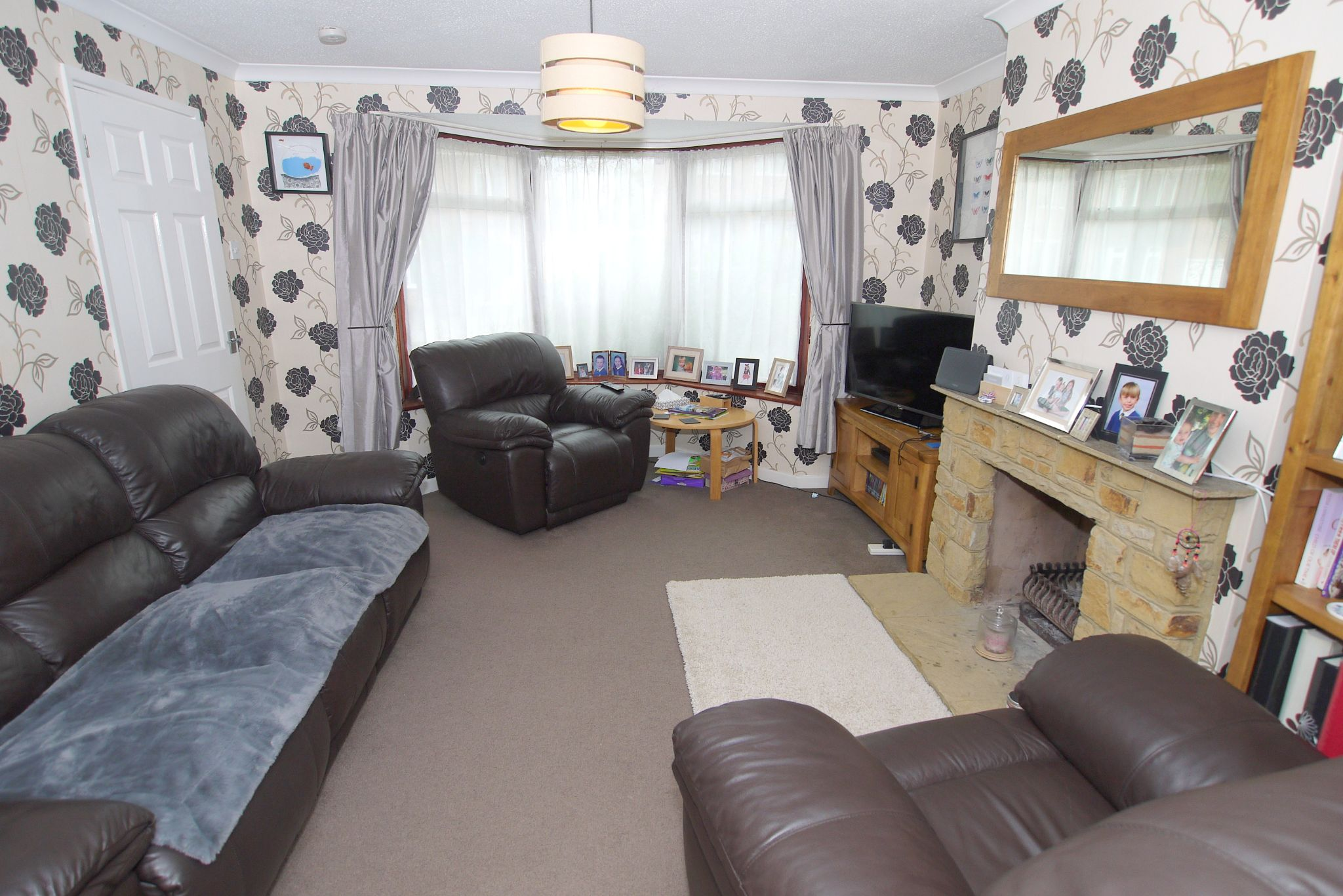 3 bedroom semi-detached house Sold in Sevenoaks - Photograph 2