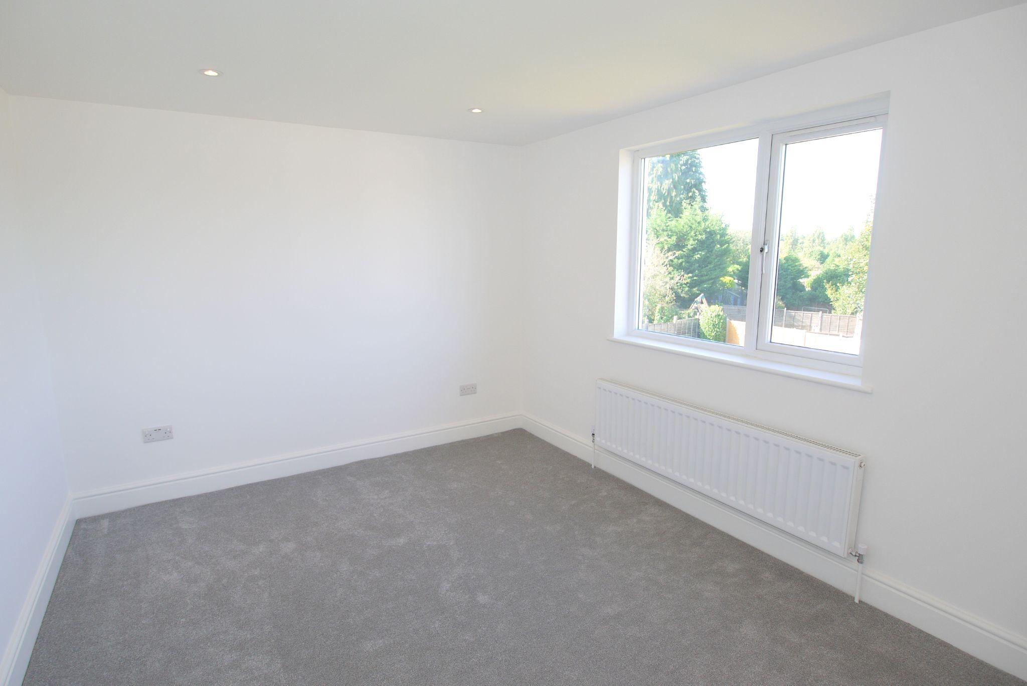 3 bedroom chalet house For Sale in Sevenoaks - Photograph 5