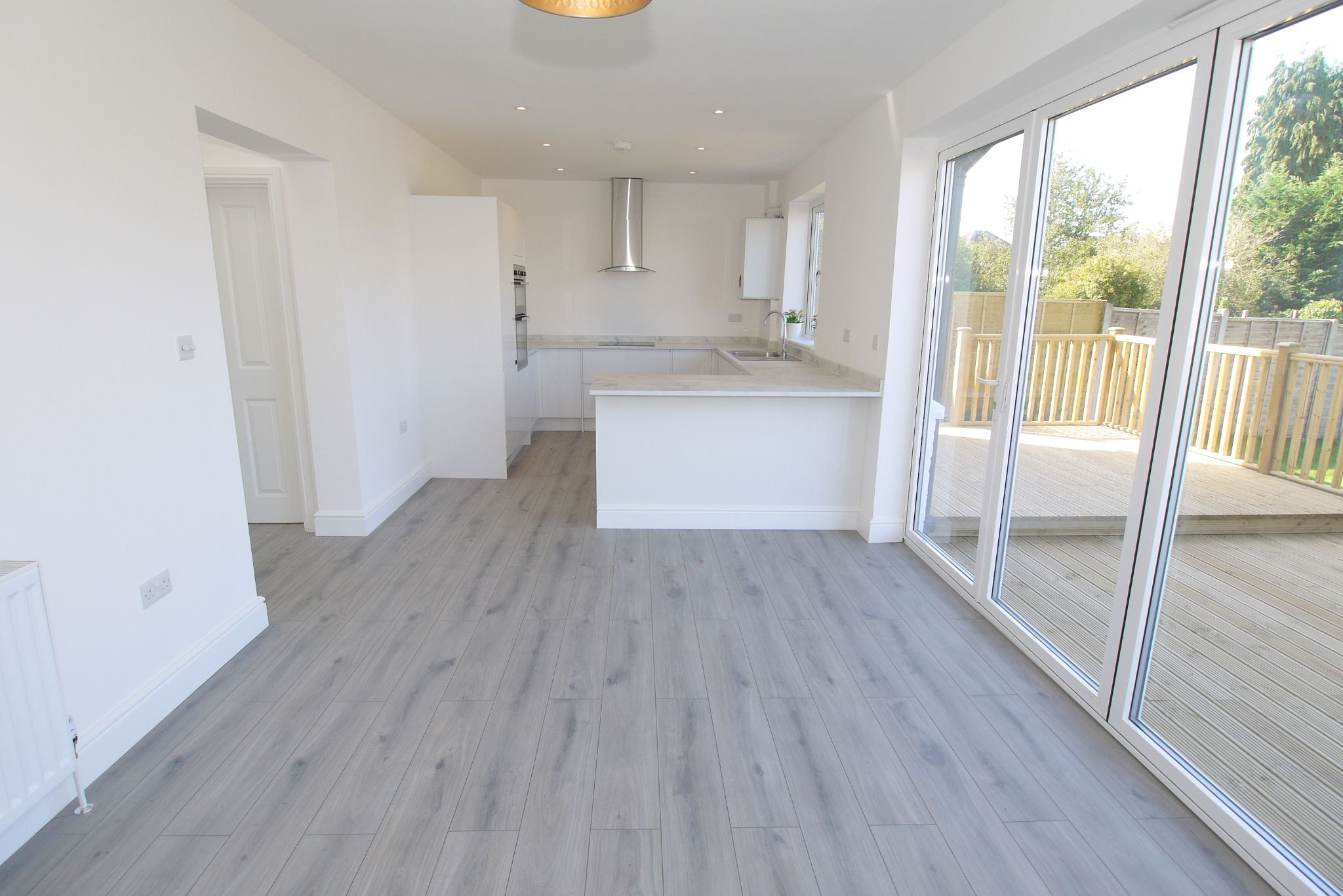 3 bedroom chalet house For Sale in Sevenoaks - Photograph 4