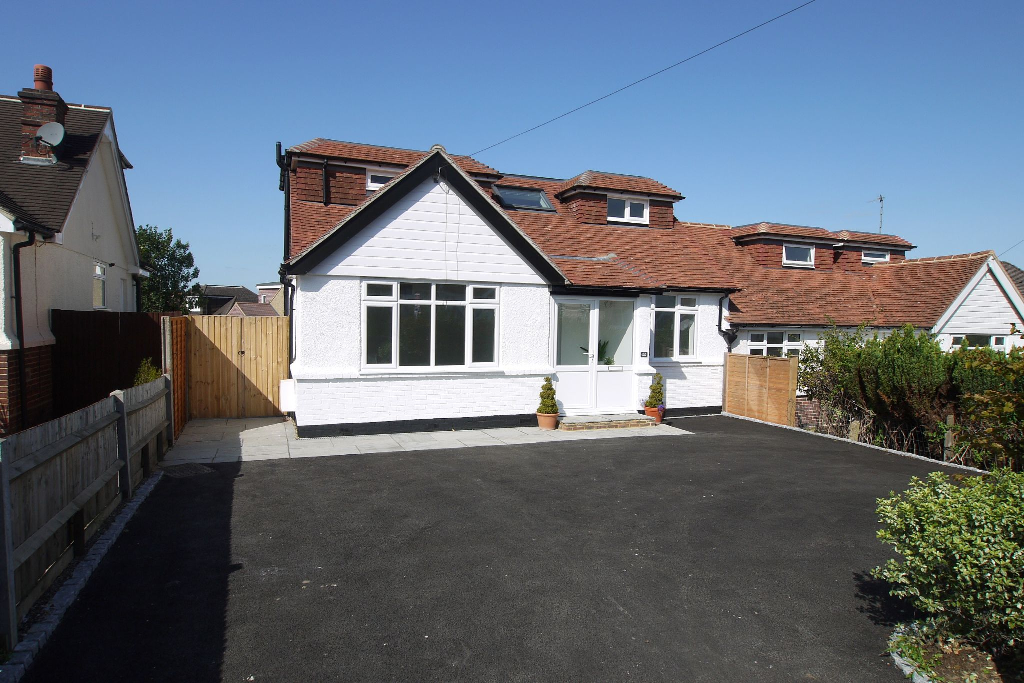 3 bedroom chalet house For Sale in Sevenoaks - Photograph 1