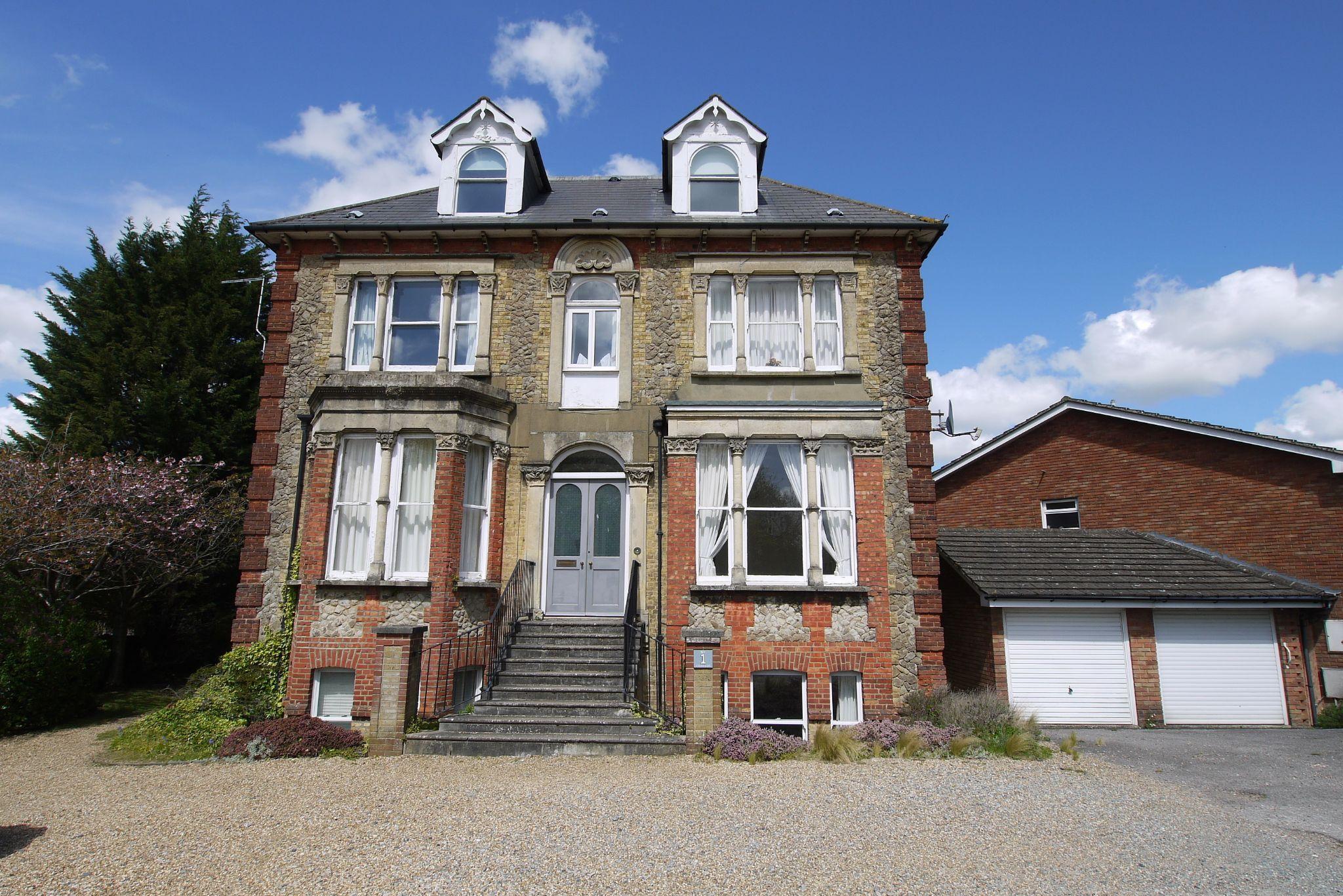 2 bedroom ground floor Sold in Sevenoaks - Photograph 1