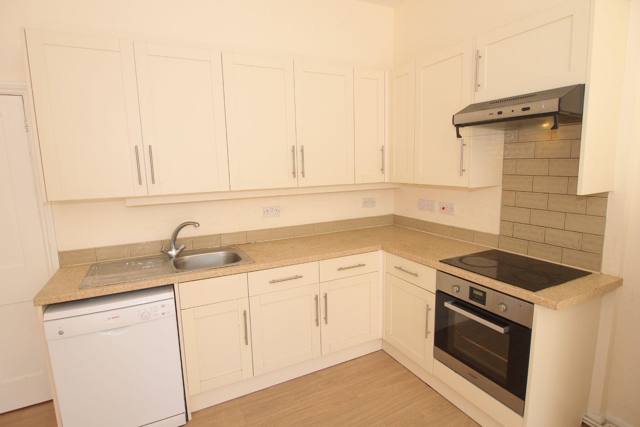 2 bedroom ground floor Sold in Sevenoaks - Photograph 4