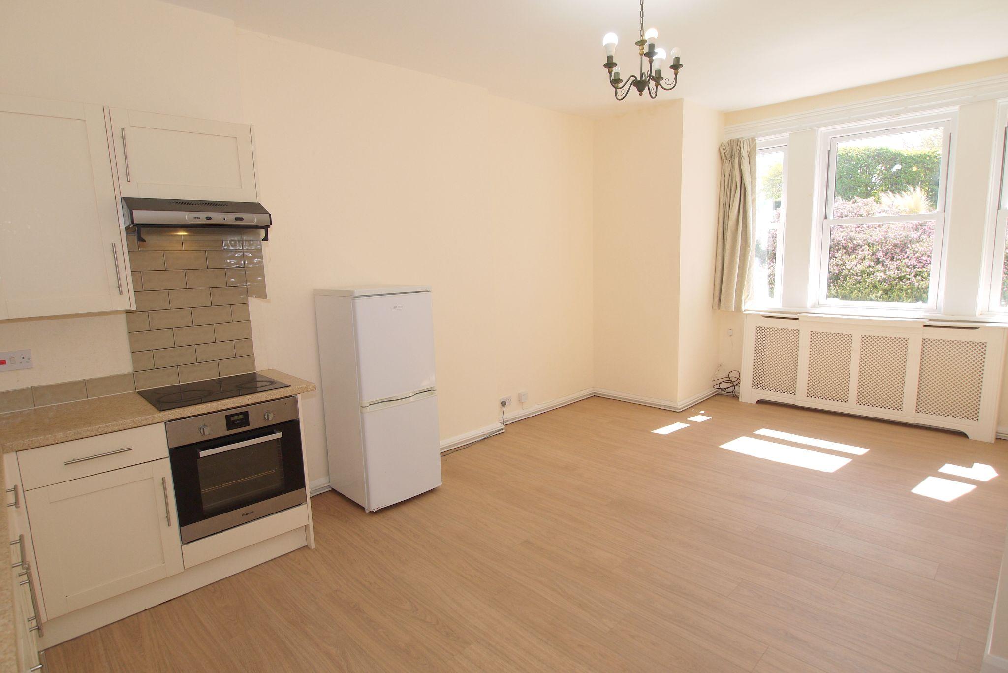 2 bedroom ground floor Sold in Sevenoaks - Photograph 3