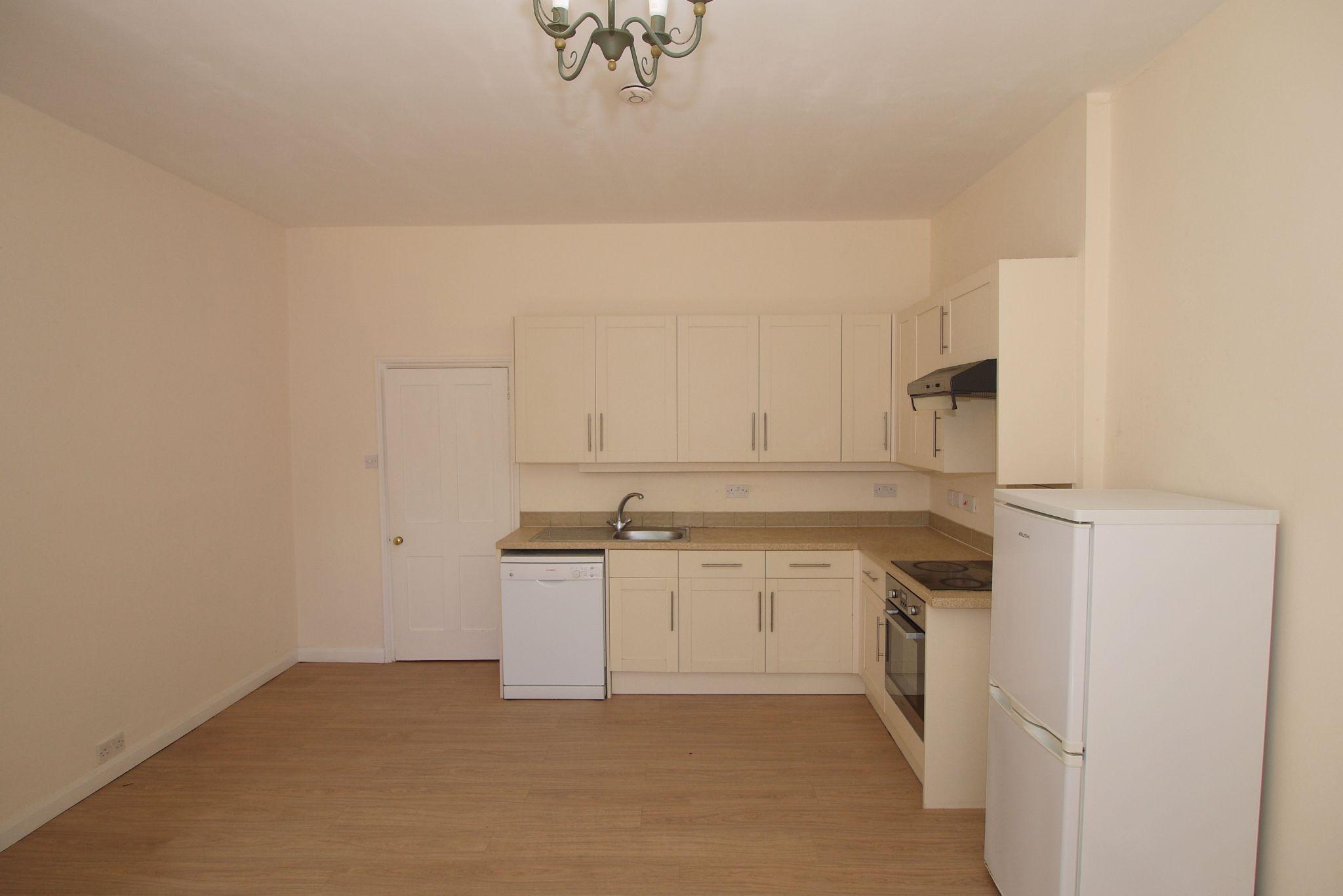 2 bedroom ground floor Sold in Sevenoaks - Photograph 5