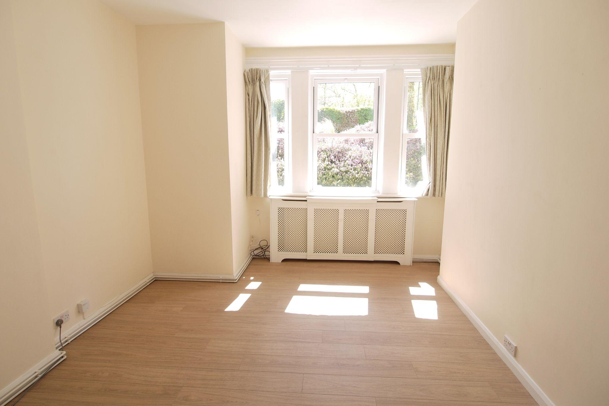 2 bedroom ground floor Sold in Sevenoaks - Photograph 6