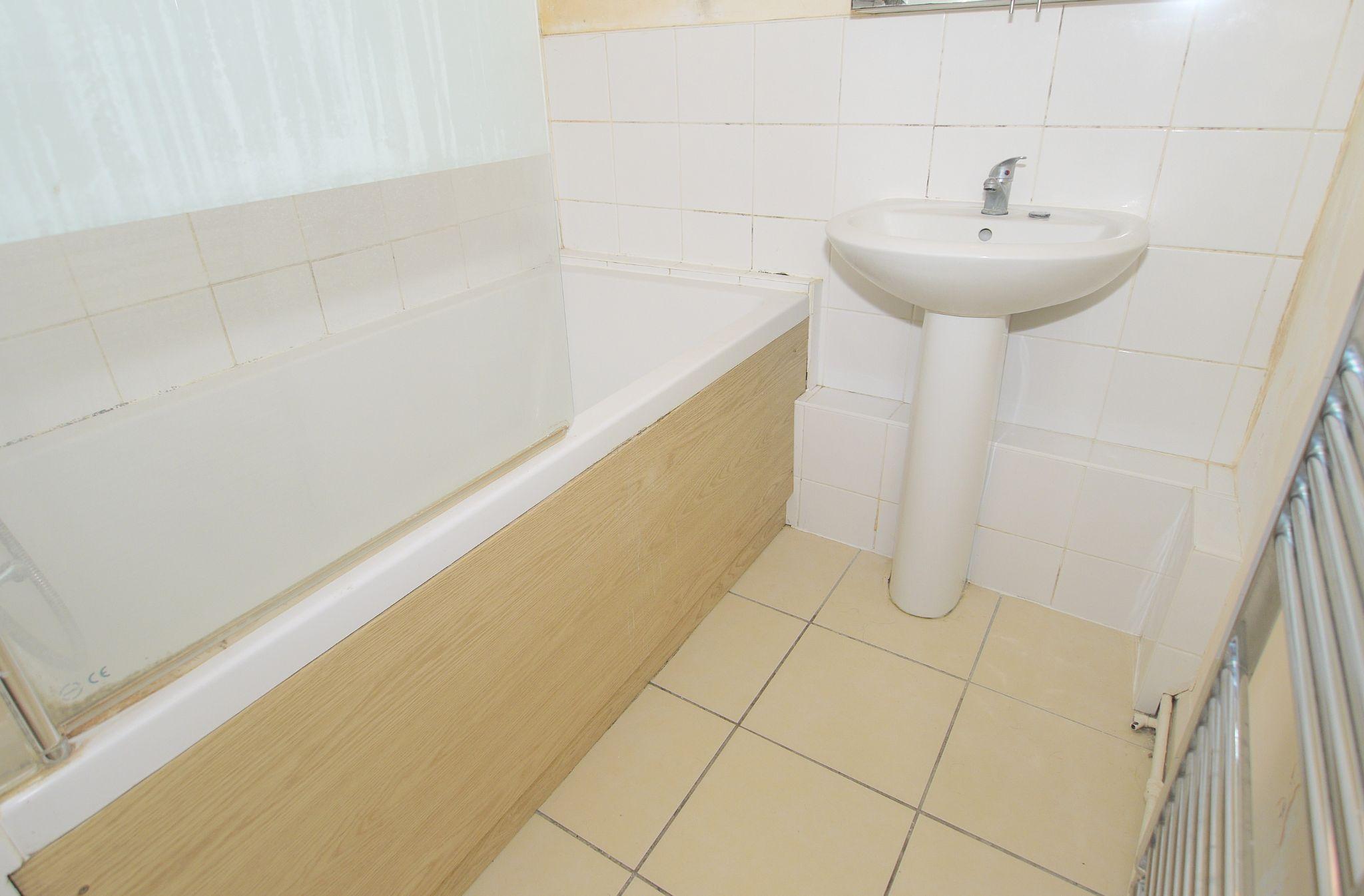 2 bedroom ground floor Sold in Sevenoaks - Photograph 9