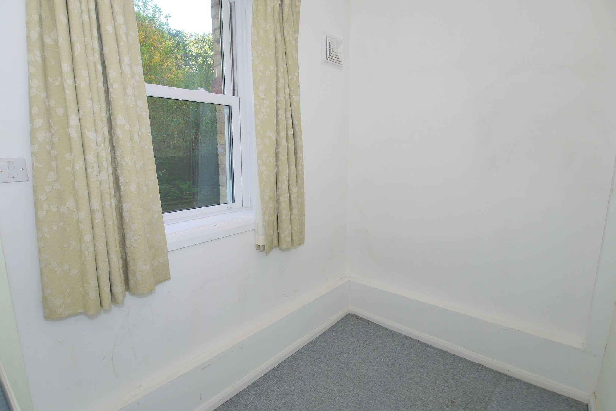 2 bedroom ground floor Sold in Sevenoaks - Photograph 8