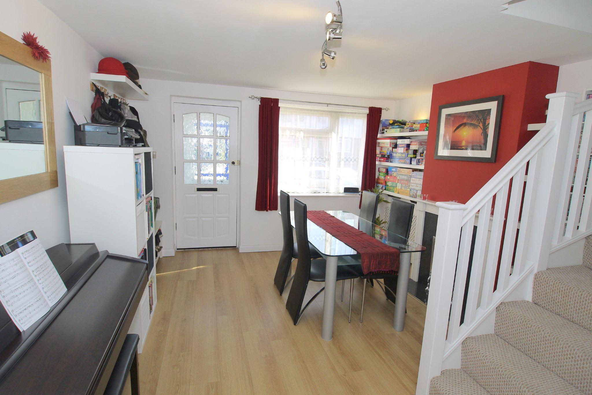 2 bedroom mid terraced house For Sale in Sevenoaks - Photograph 6