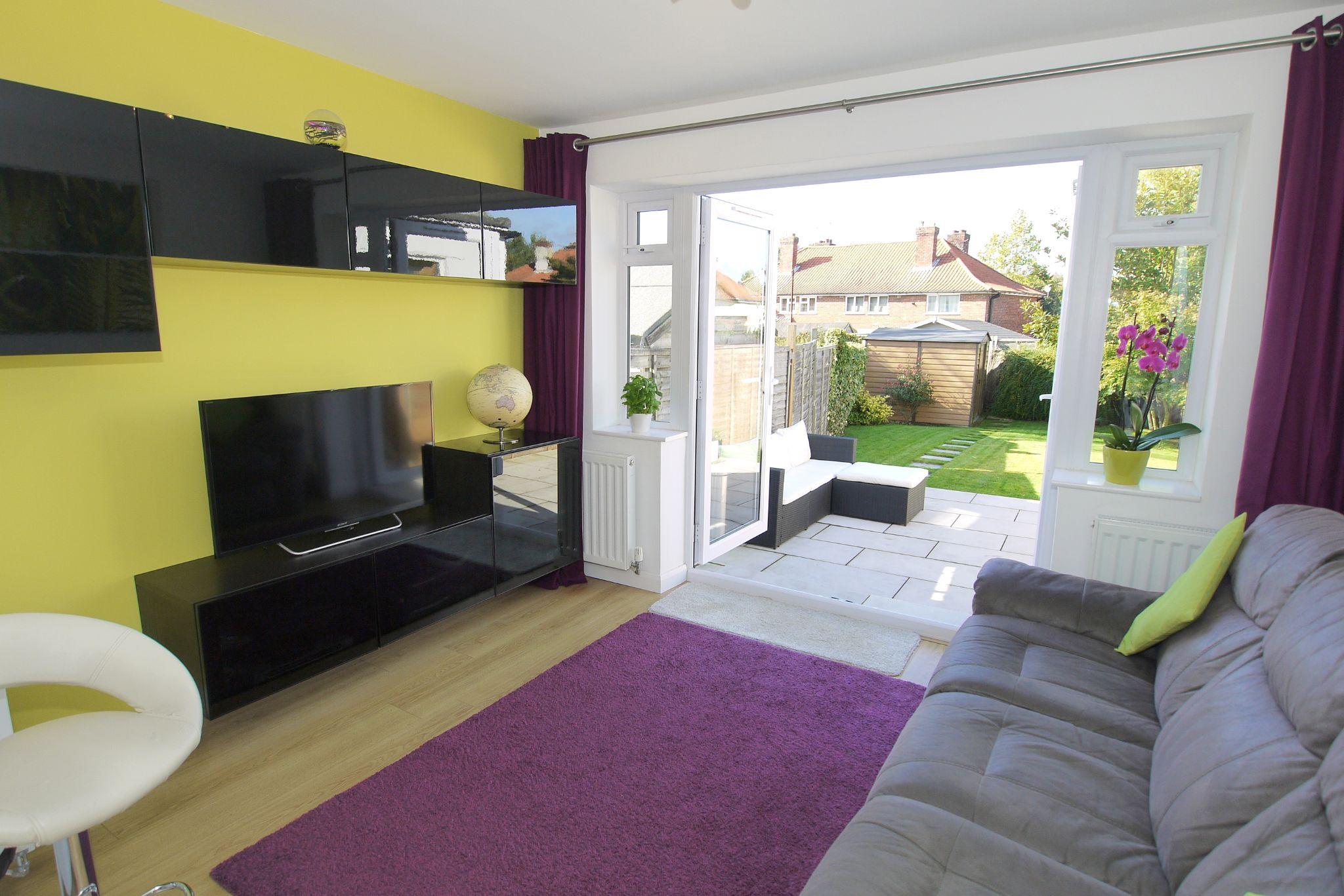 2 bedroom mid terraced house For Sale in Sevenoaks - Photograph 3