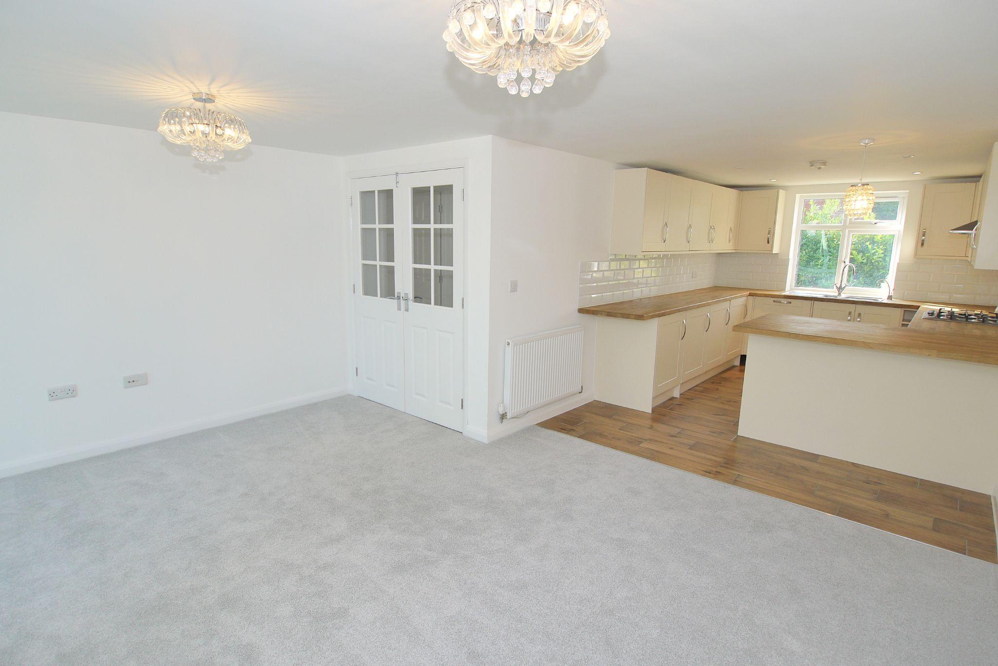 3 bedroom detached house Sold in Sevenoaks - Photograph 2