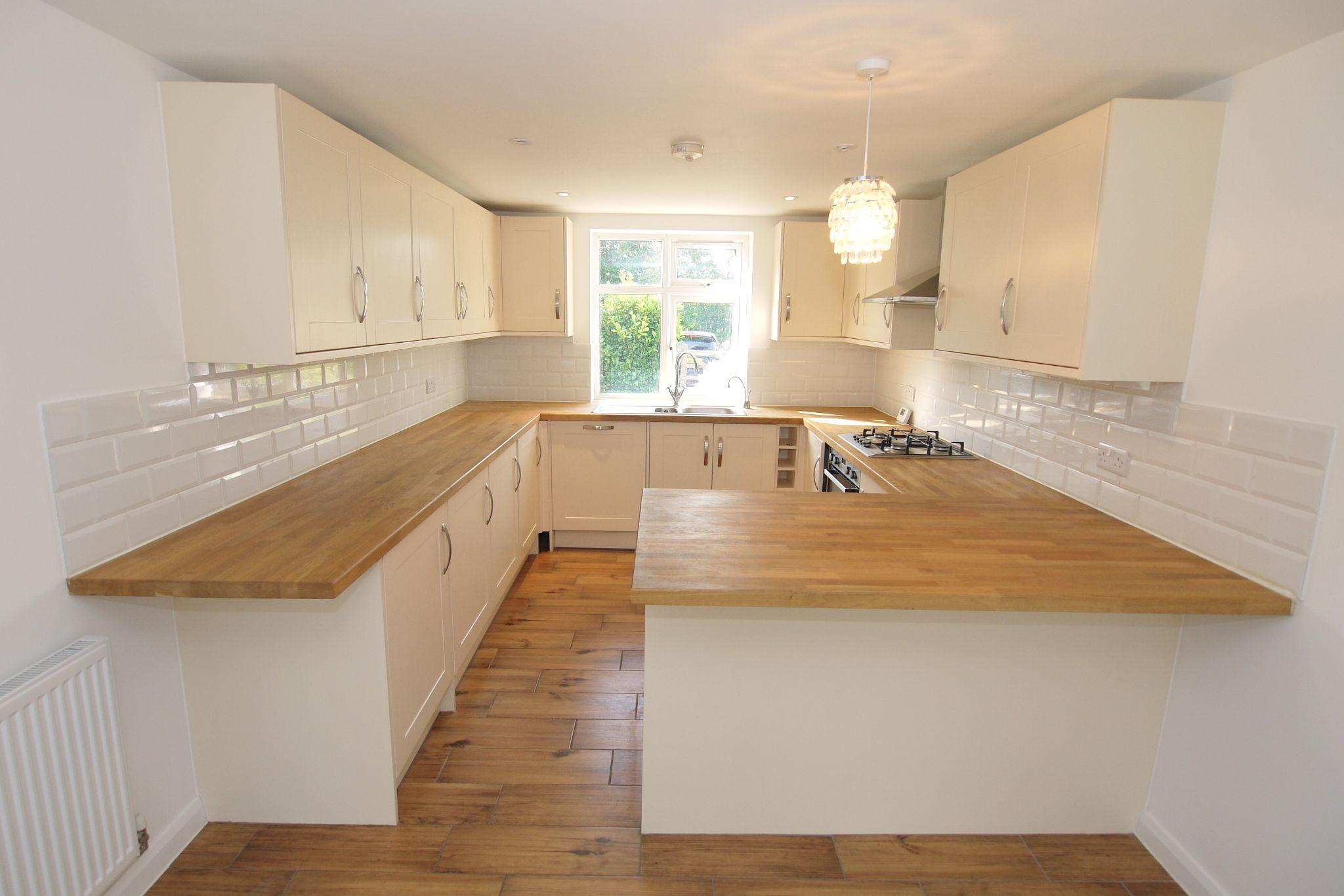 3 bedroom detached house Sold in Sevenoaks - Photograph 4
