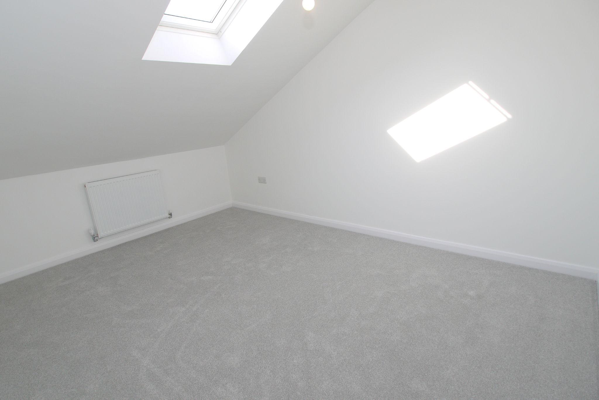 3 bedroom detached house Sold in Sevenoaks - Photograph 9