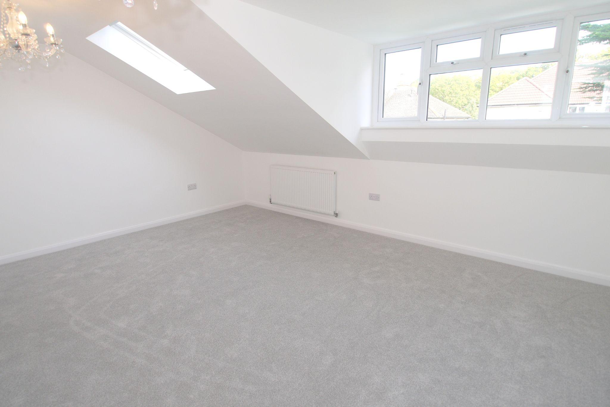 3 bedroom detached house Sold in Sevenoaks - Photograph 8