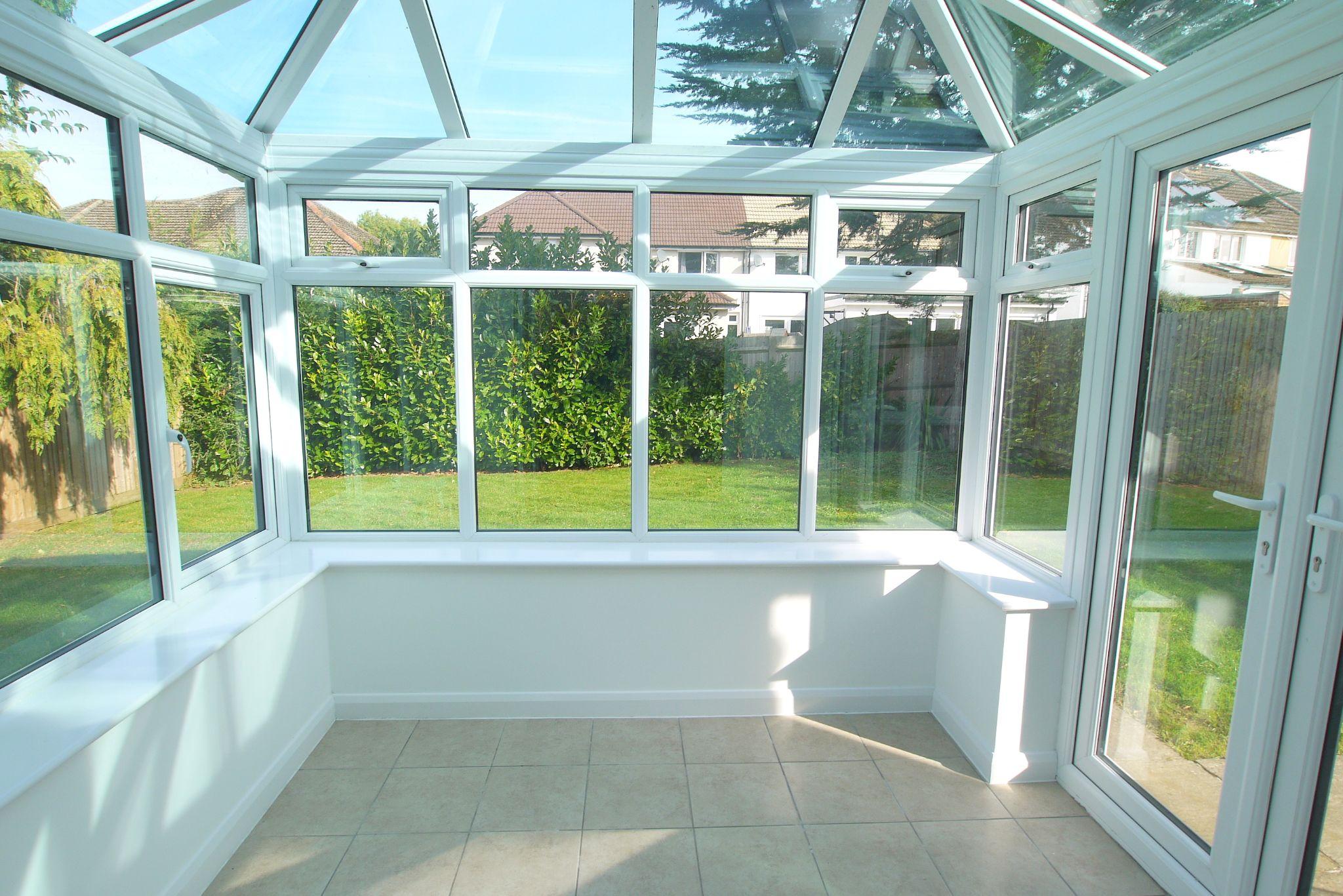 3 bedroom detached house Sold in Sevenoaks - Photograph 7