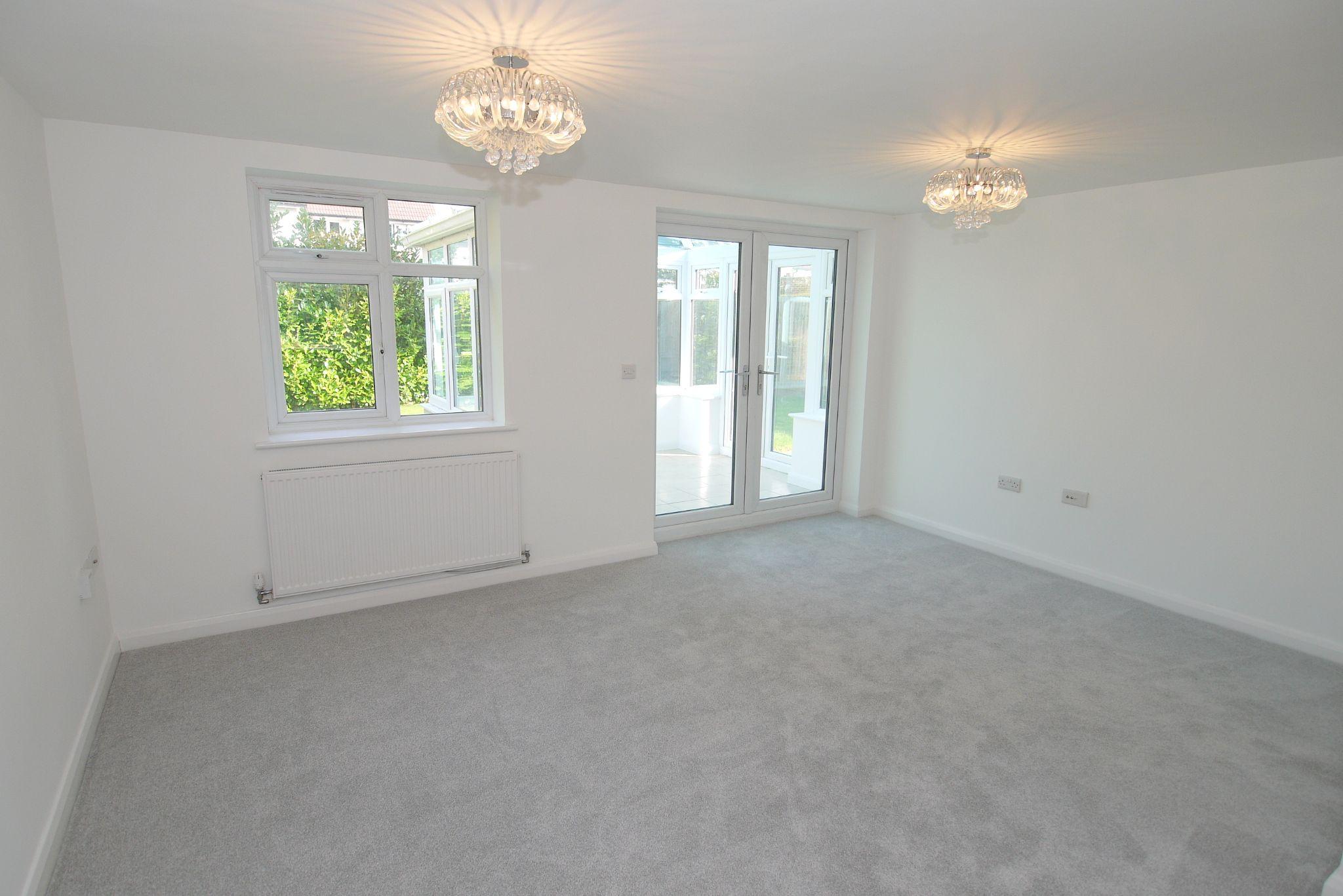 3 bedroom detached house Sold in Sevenoaks - Photograph 6