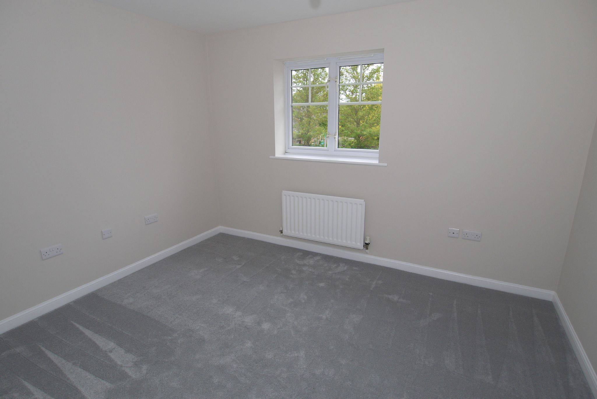 2 bedroom apartment flat/apartment Sale Agreed in Dunton Green - Photograph 5
