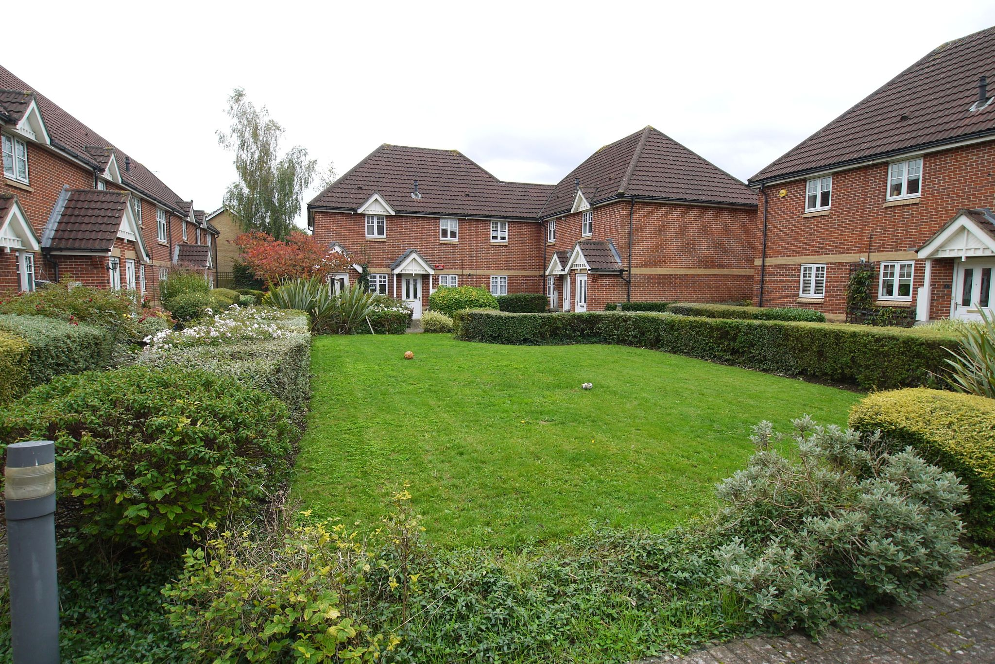 2 bedroom apartment flat/apartment Sale Agreed in Dunton Green - Photograph 8