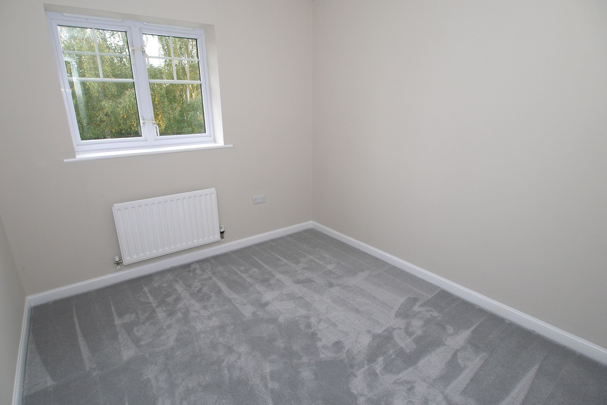 2 bedroom apartment flat/apartment Sale Agreed in Dunton Green - Photograph 4