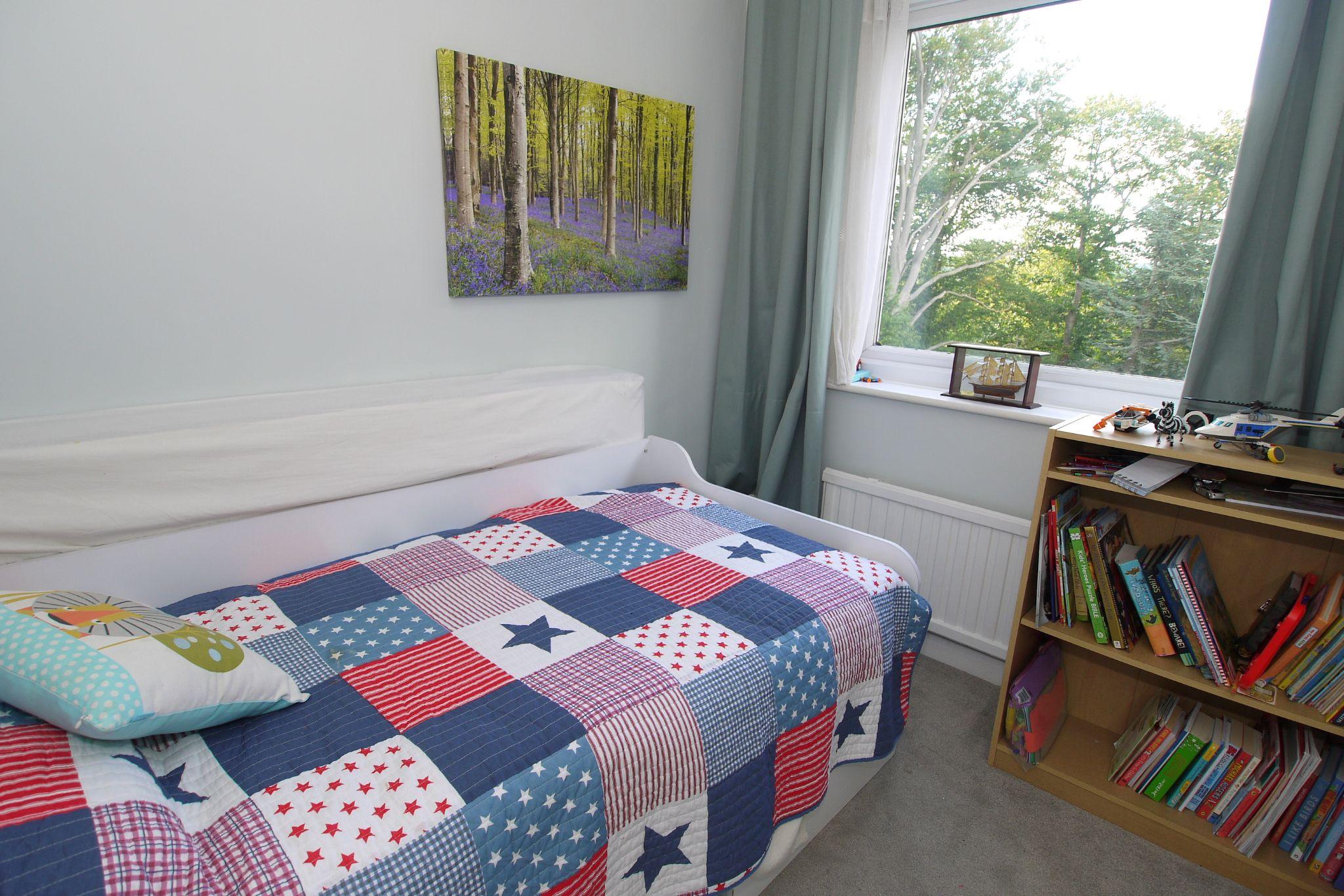 3 bedroom apartment Sold in Sevenoaks - Photograph 7