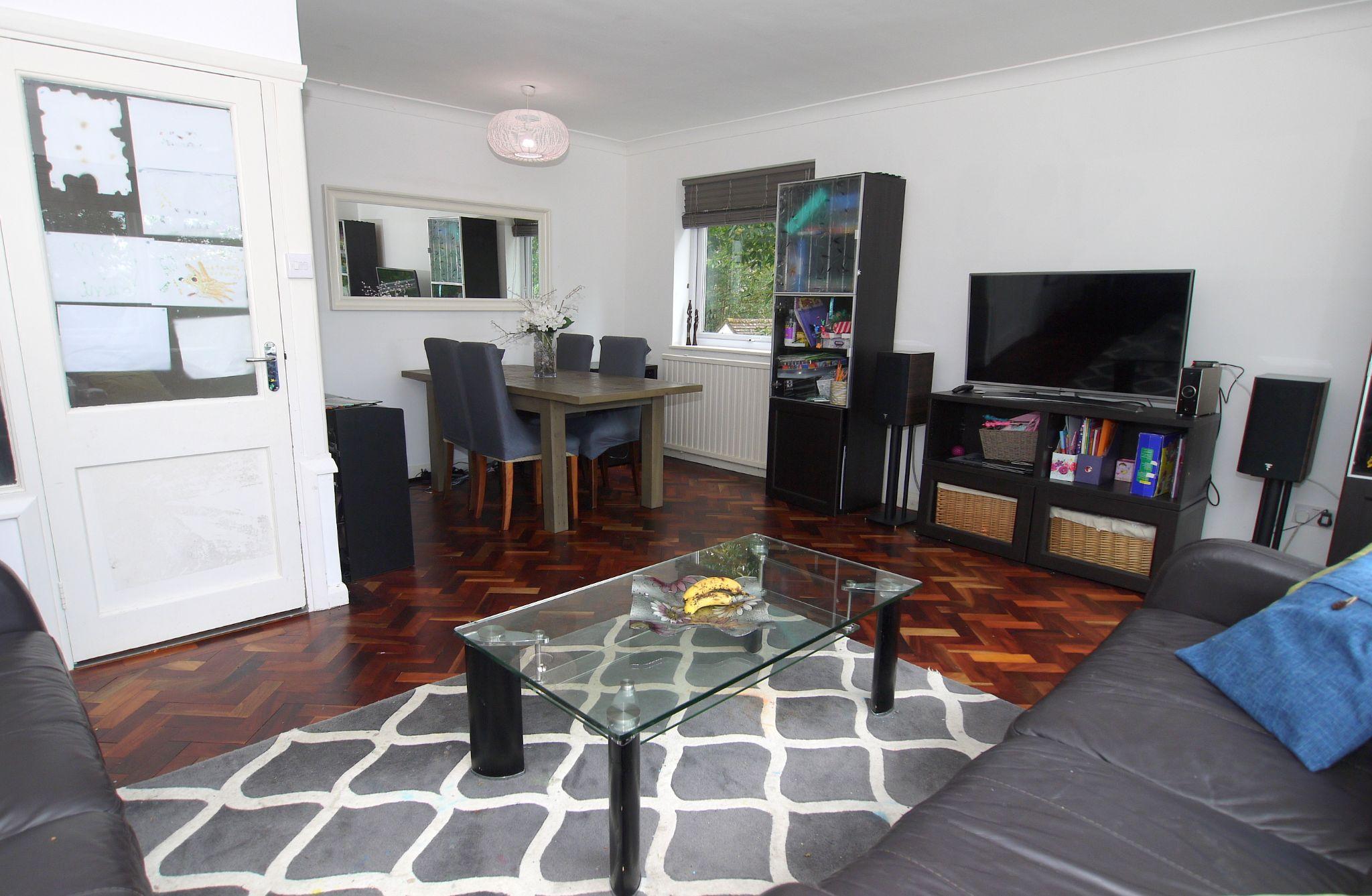 3 bedroom apartment Sold in Sevenoaks - Photograph 3