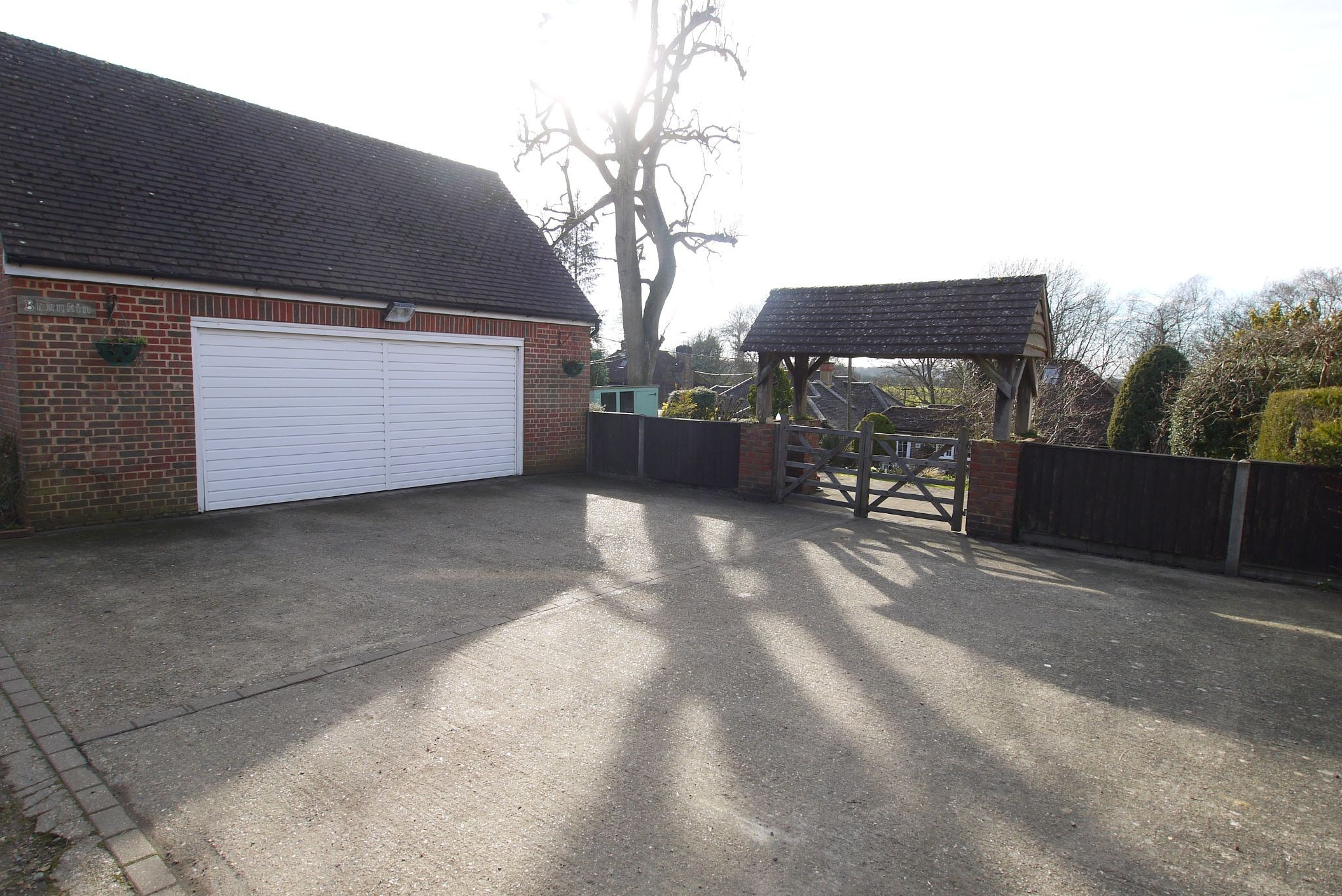 2 bedroom detached bungalow For Sale in Badgers Mount - Photograph 12