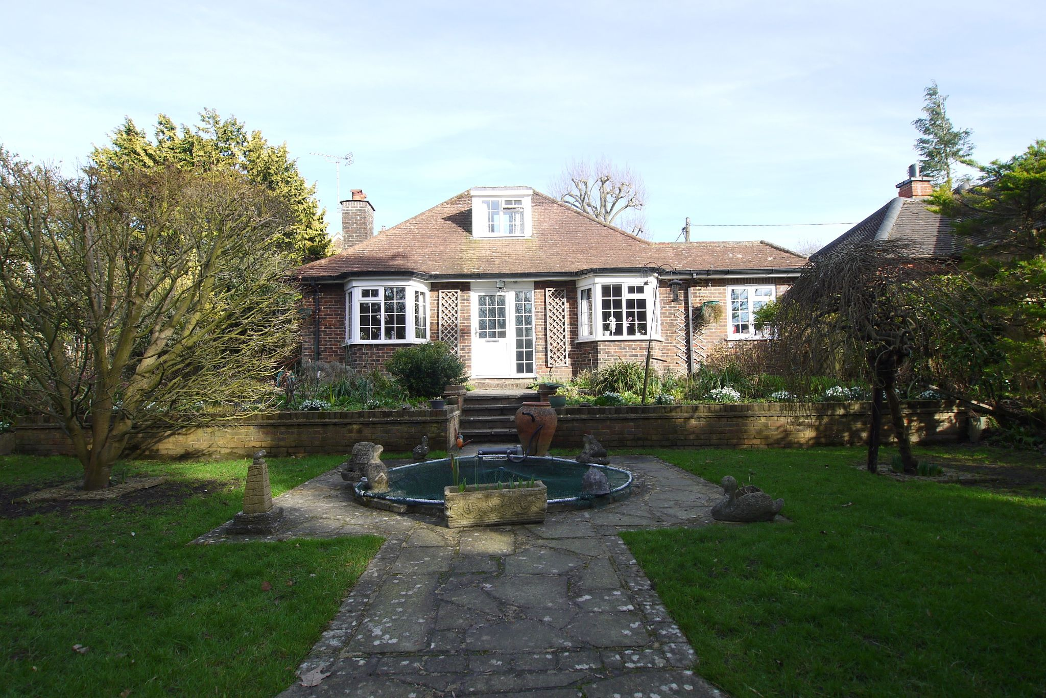 2 bedroom detached bungalow For Sale in Badgers Mount - Photograph 1