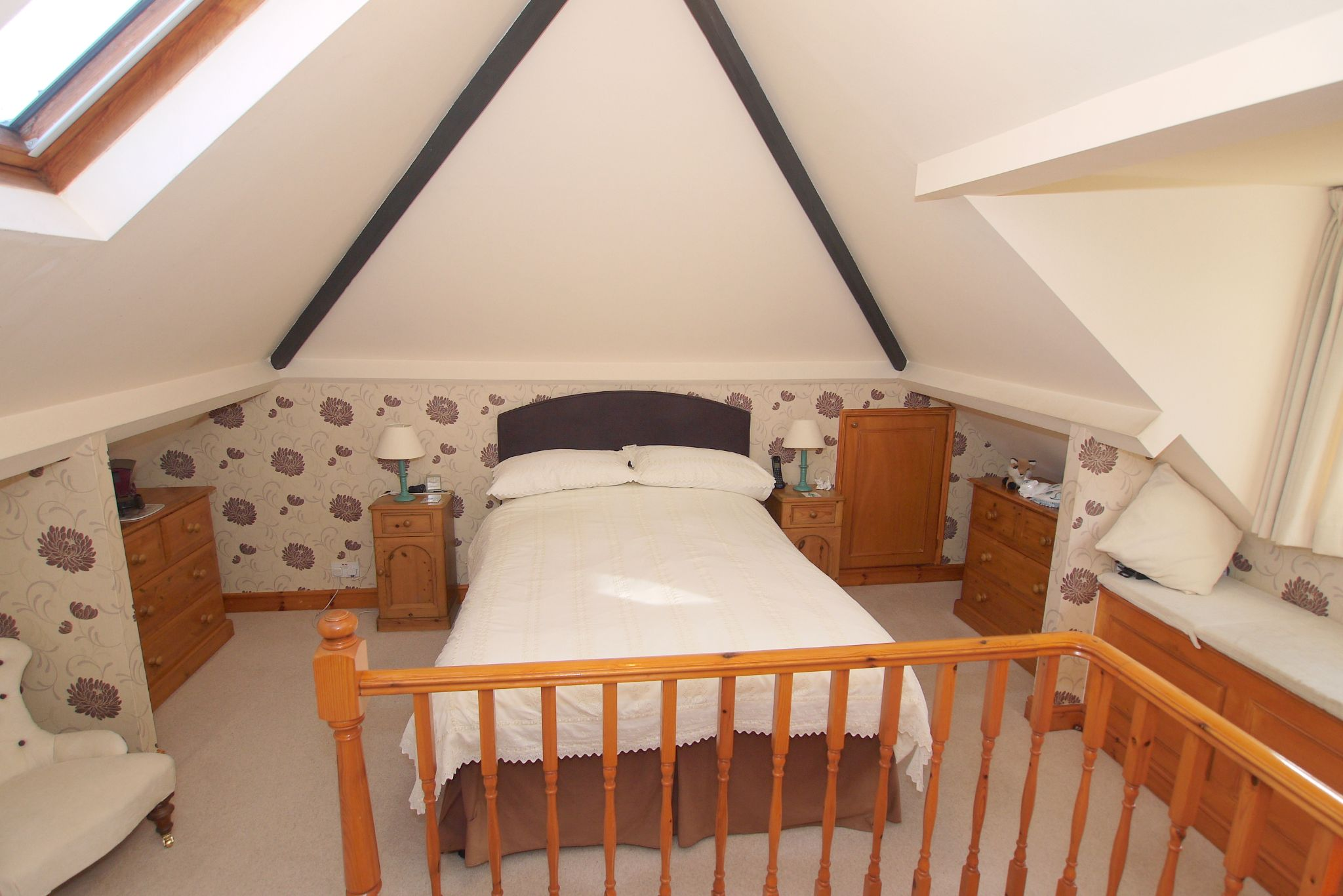 2 bedroom detached bungalow For Sale in Badgers Mount - Photograph 8