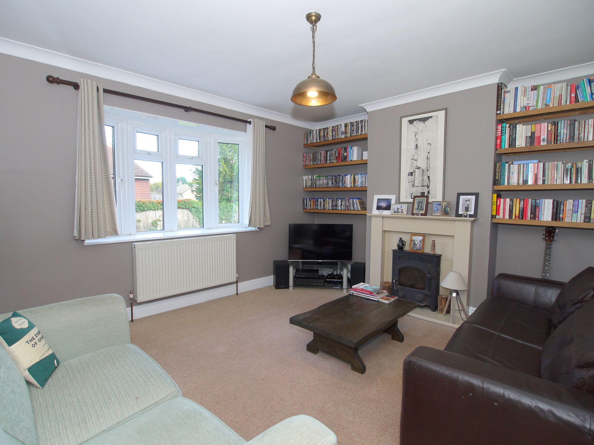 2 bedroom mid terraced house For Sale in Sevenoaks - Property photograph