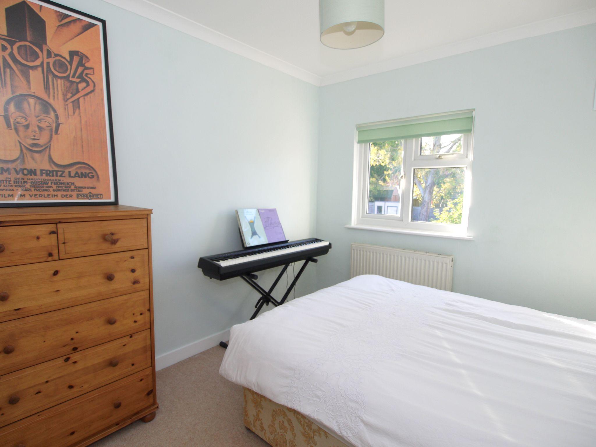 2 bedroom mid terraced house For Sale in Sevenoaks - Photograph 5