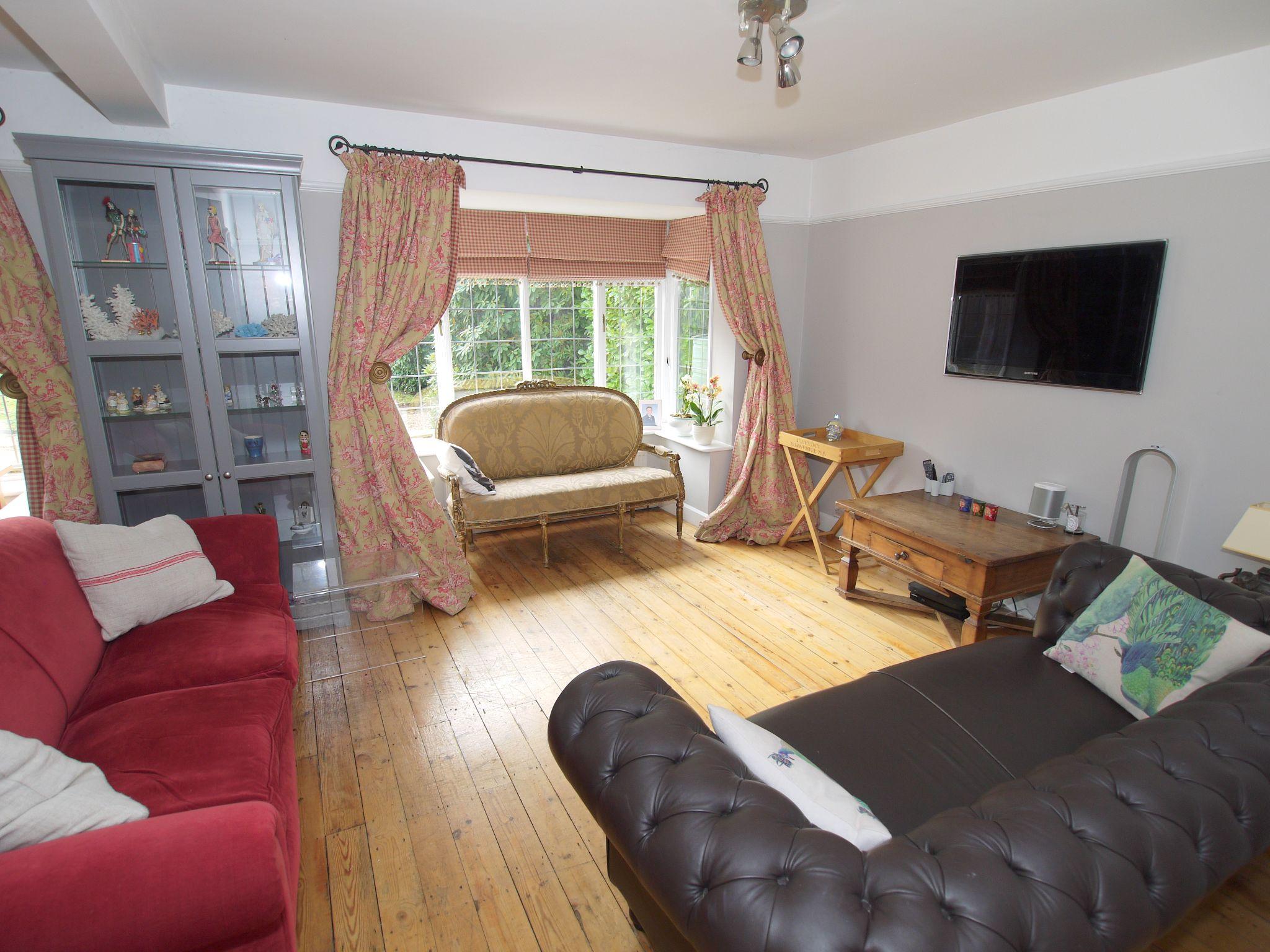 3 bedroom detached house Sold in Sevenoaks - Photograph 3
