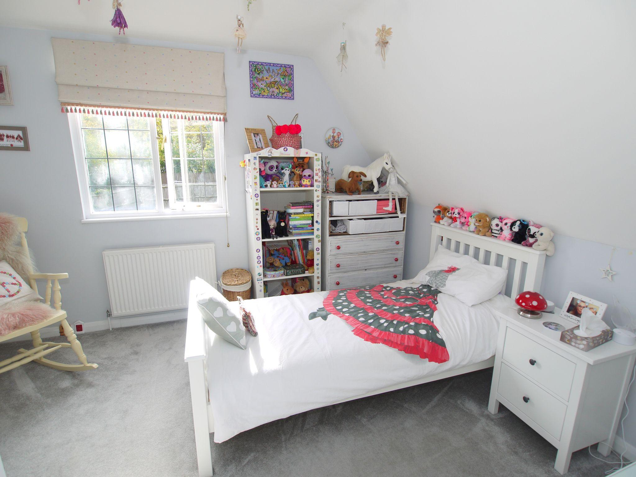 3 bedroom detached house Sold in Sevenoaks - Photograph 11