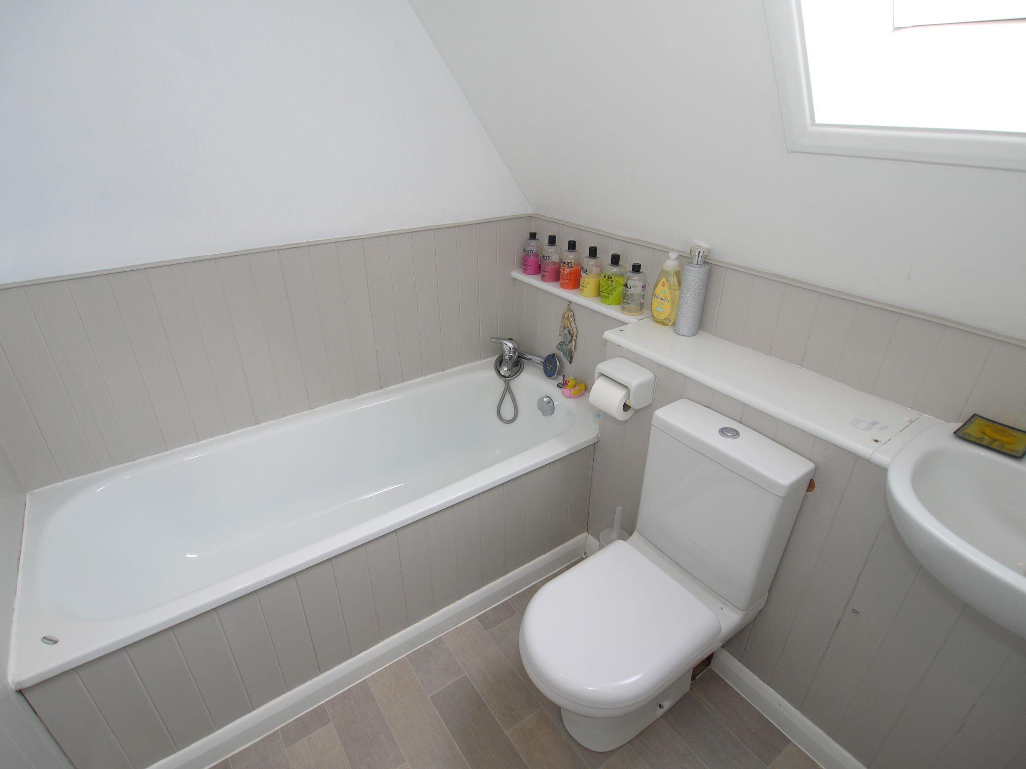 3 bedroom detached house Sold in Sevenoaks - Photograph 13