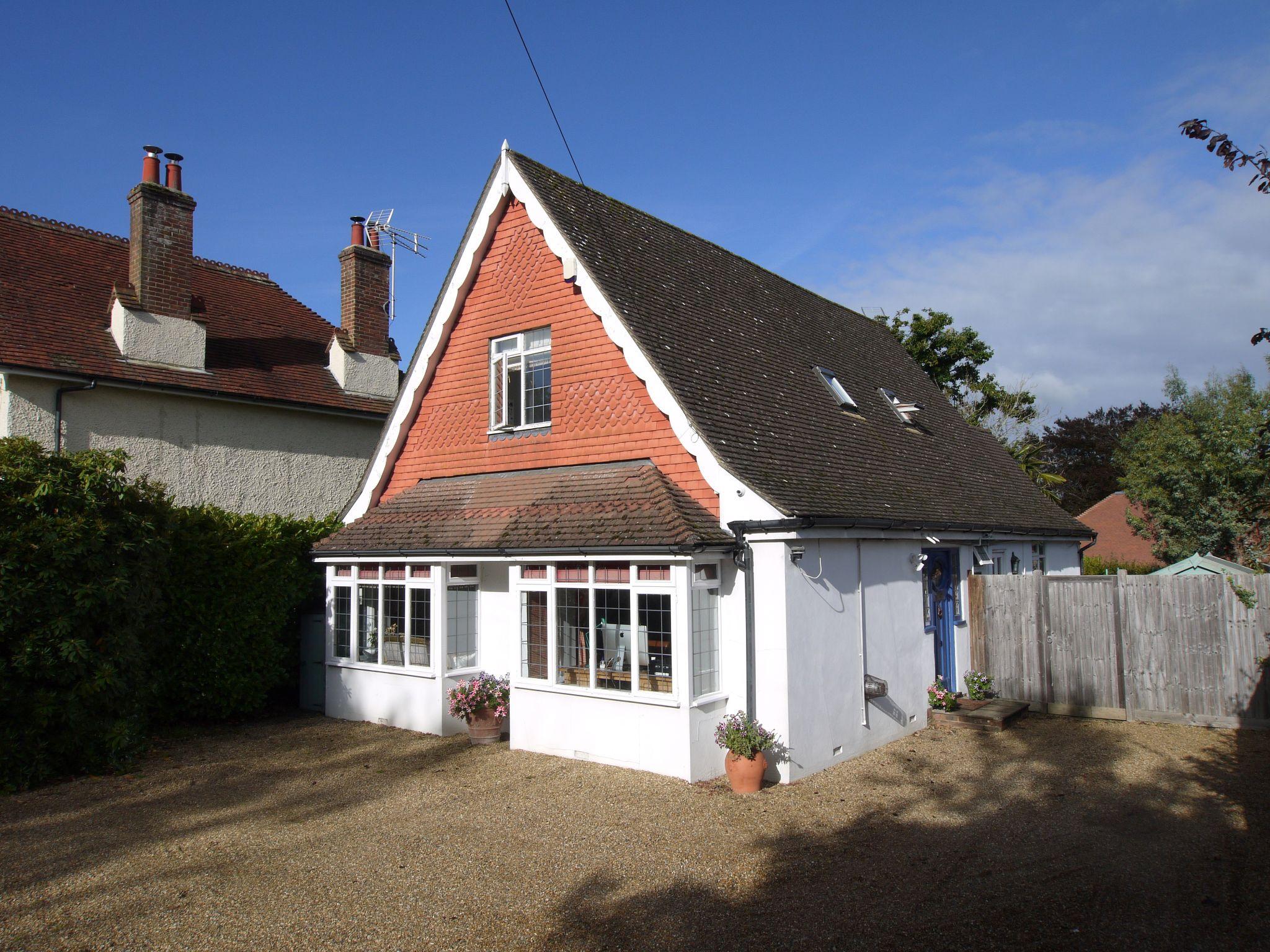 3 bedroom detached house Sold in Sevenoaks - Photograph 1