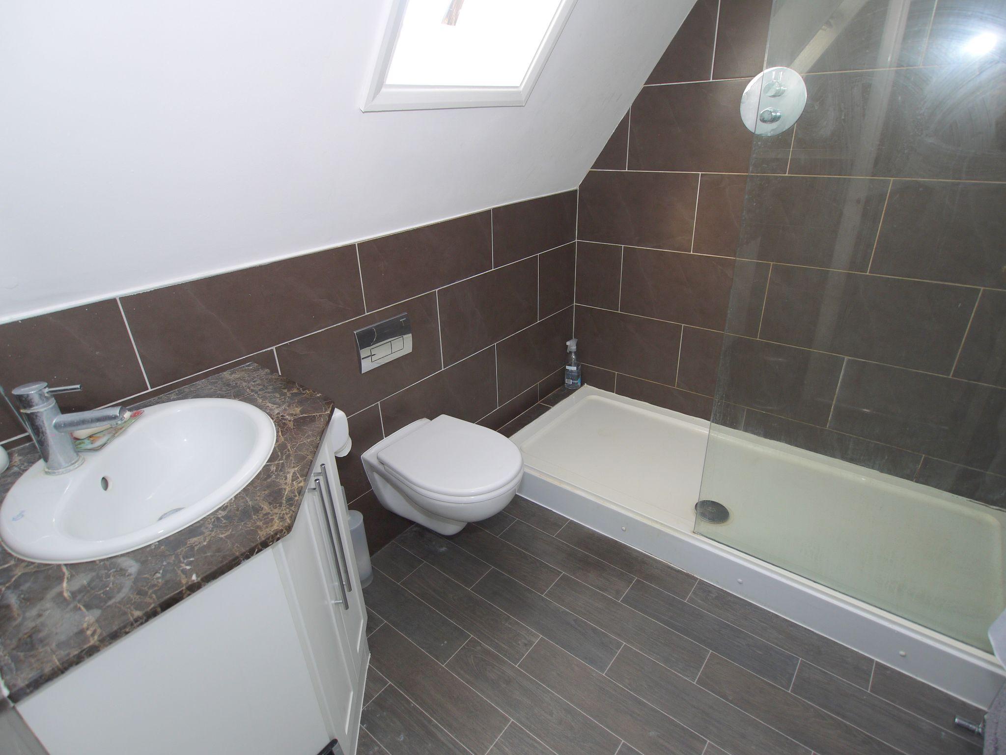 3 bedroom detached house Sold in Sevenoaks - Photograph 12