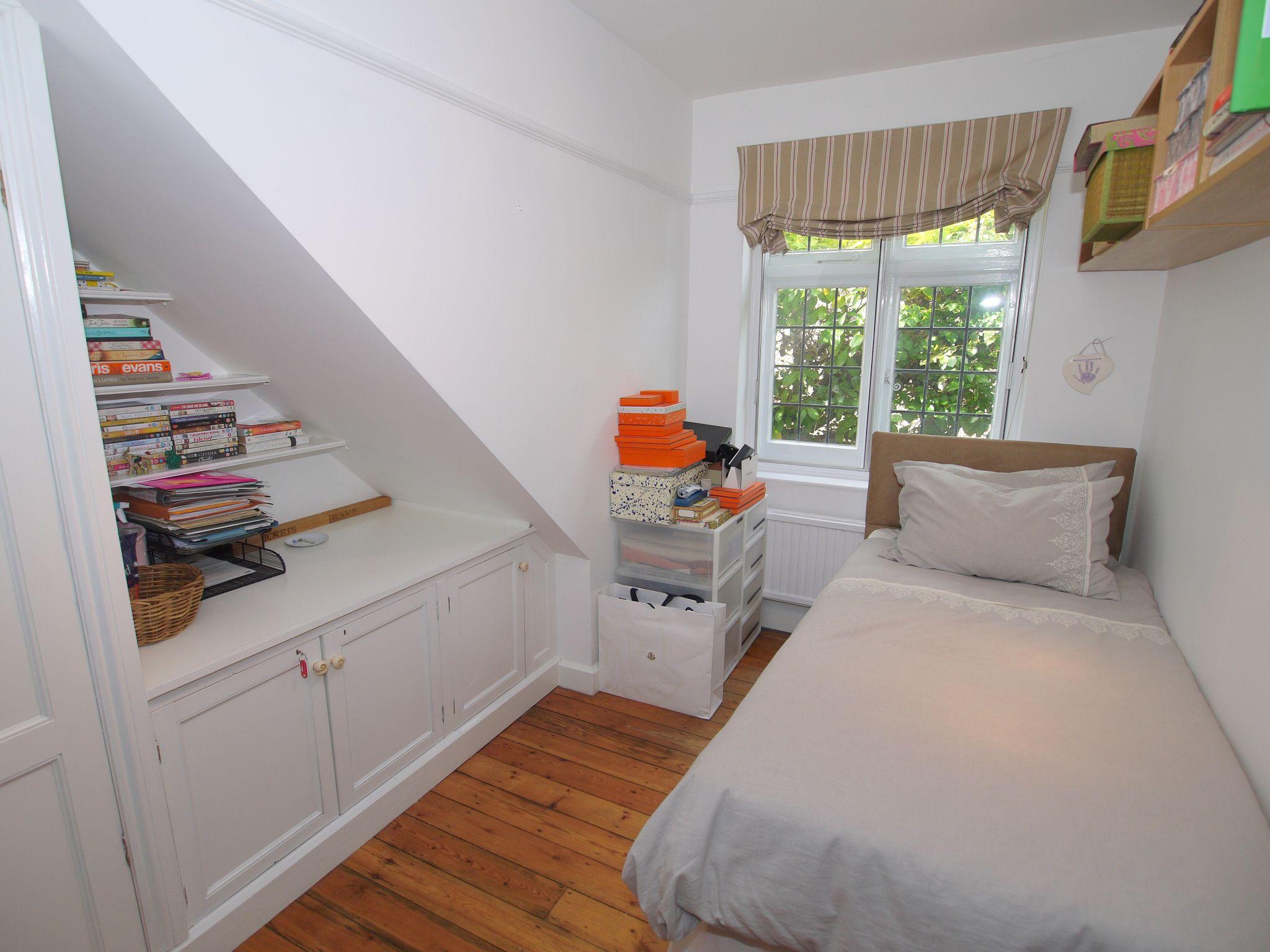 3 bedroom detached house Sold in Sevenoaks - Photograph 10