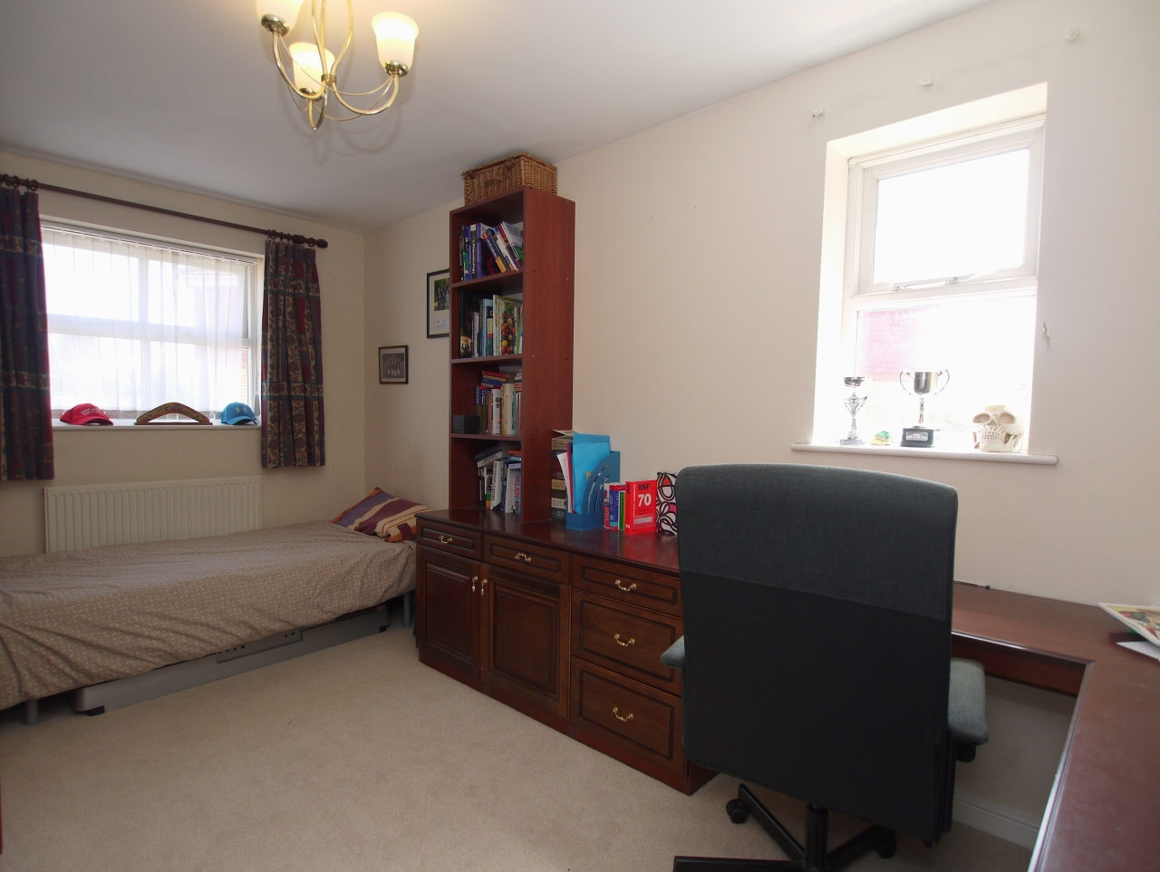 4 bedroom detached house For Sale in Sevenoaks - Photograph 9