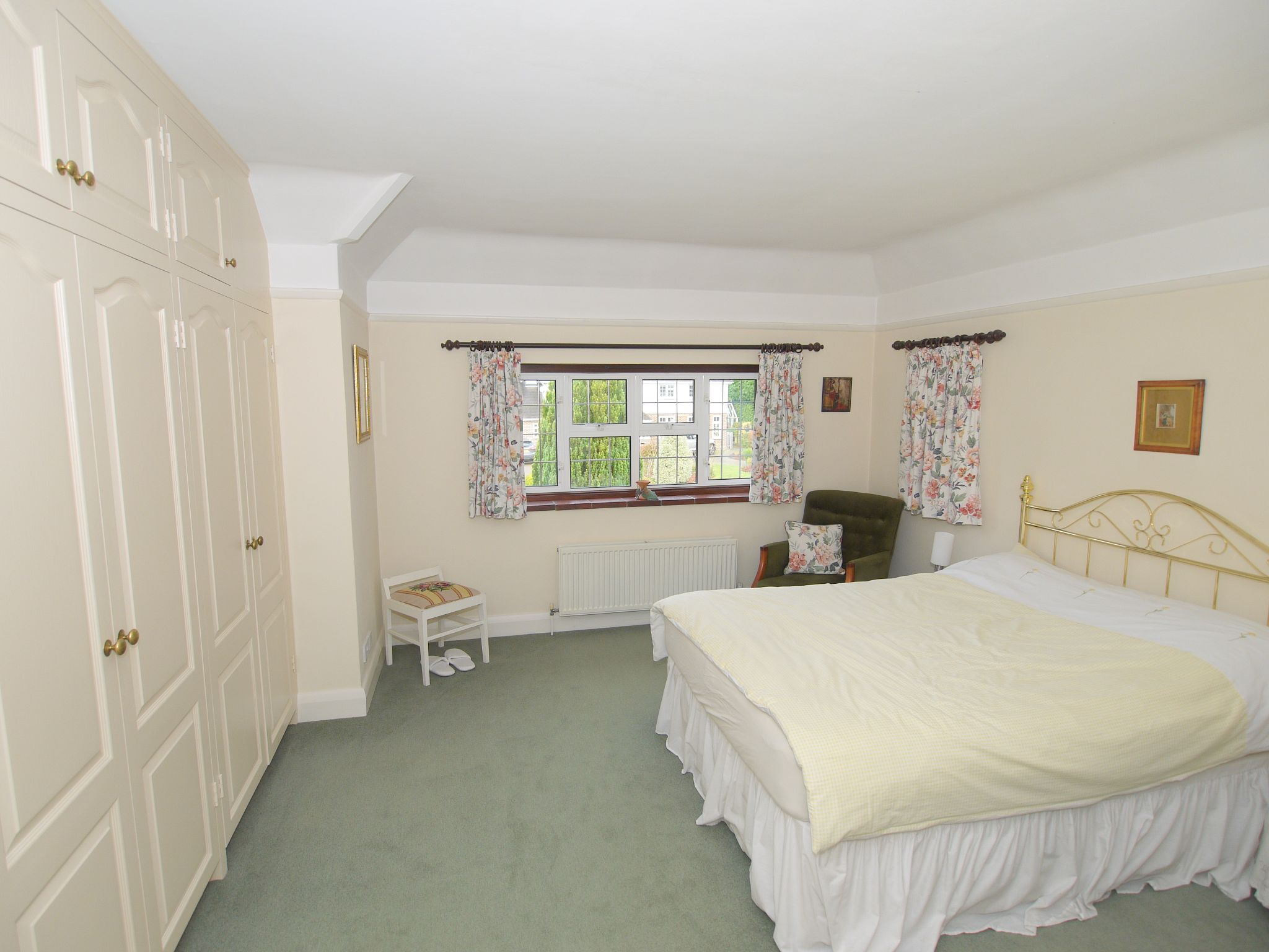 6 bedroom detached house For Sale in Sevenoaks - Photograph 15