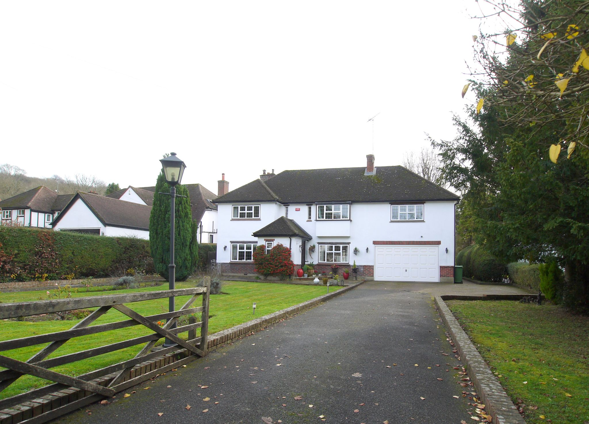 6 bedroom detached house For Sale in Sevenoaks - Photograph 1