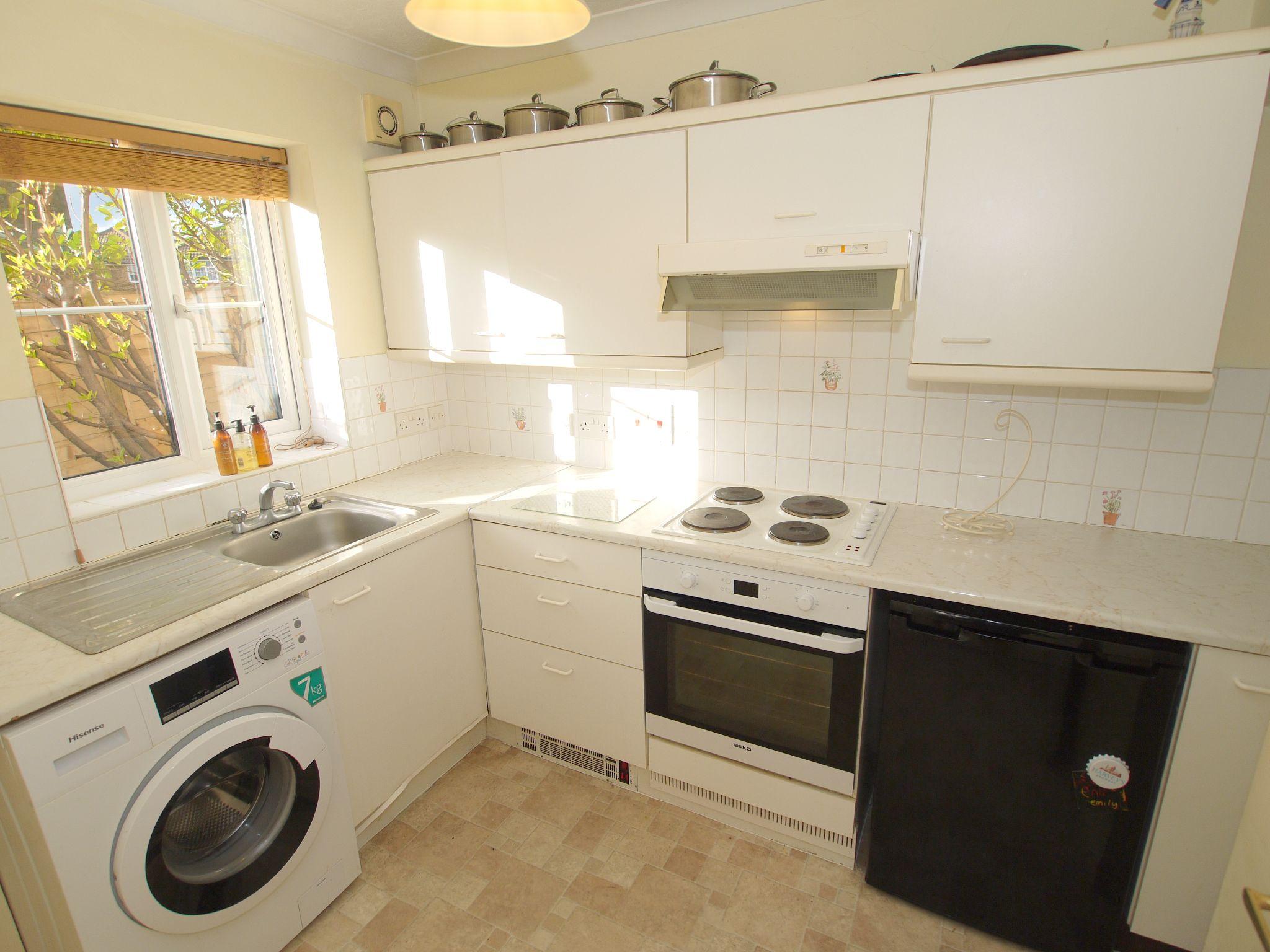 1 bedroom flat Sold in Sevenoaks - Photograph 3
