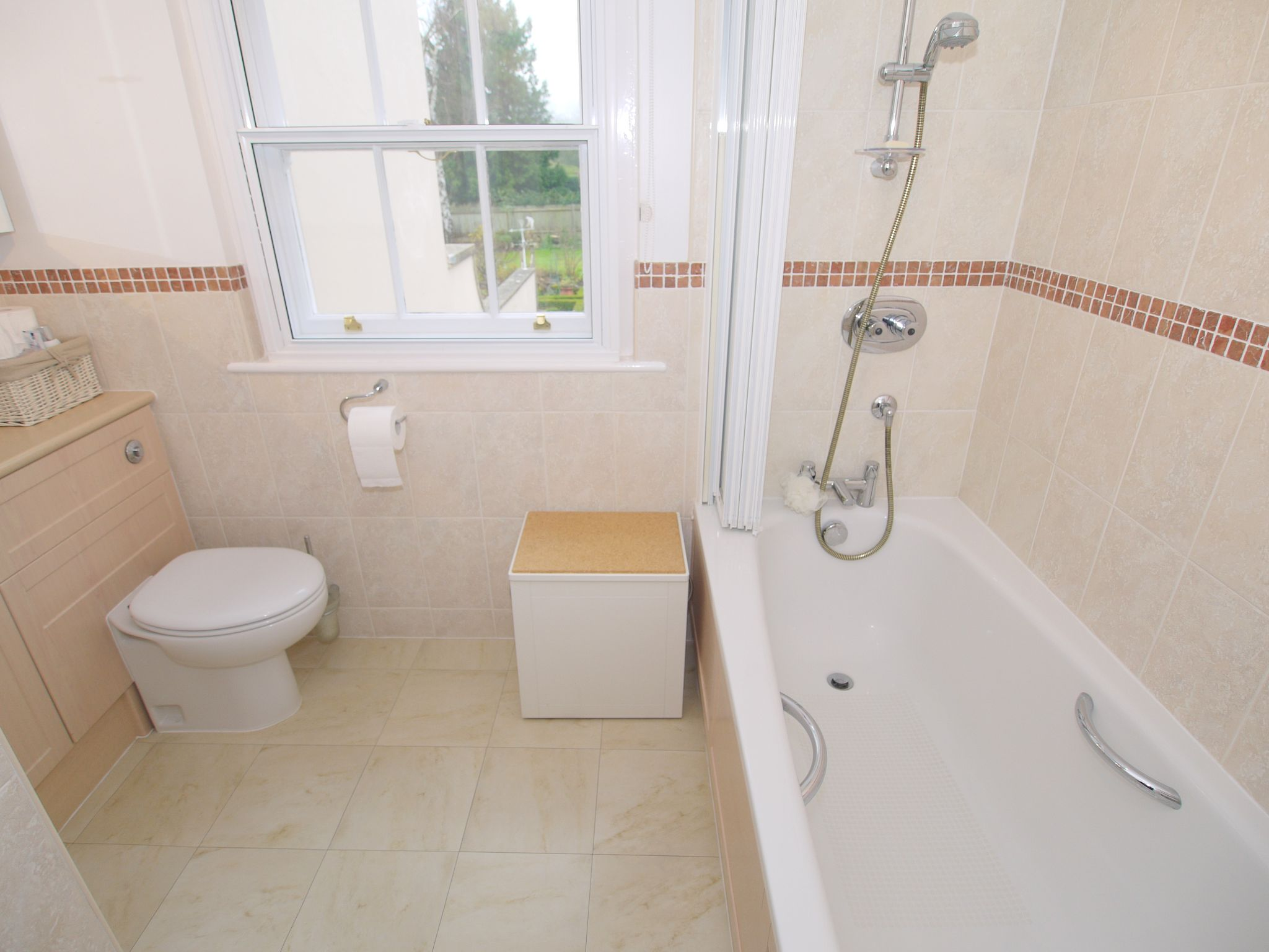 5 bedroom semi-detached house For Sale in Sundridge - Photograph 14
