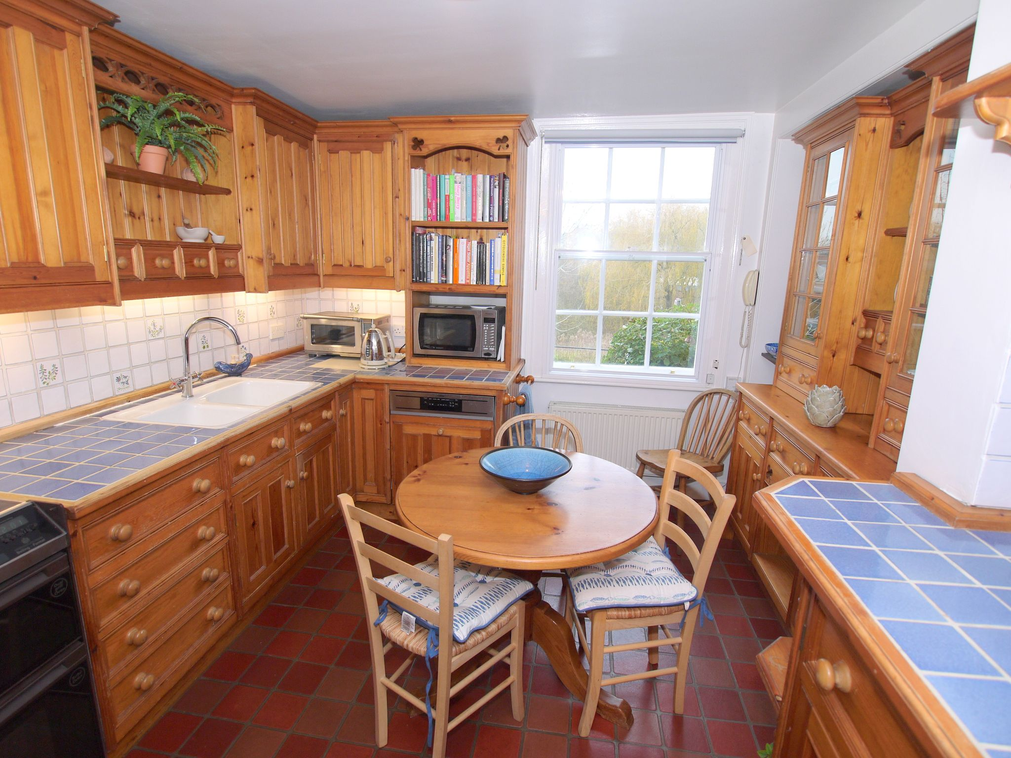 5 bedroom semi-detached house For Sale in Sundridge - Photograph 8
